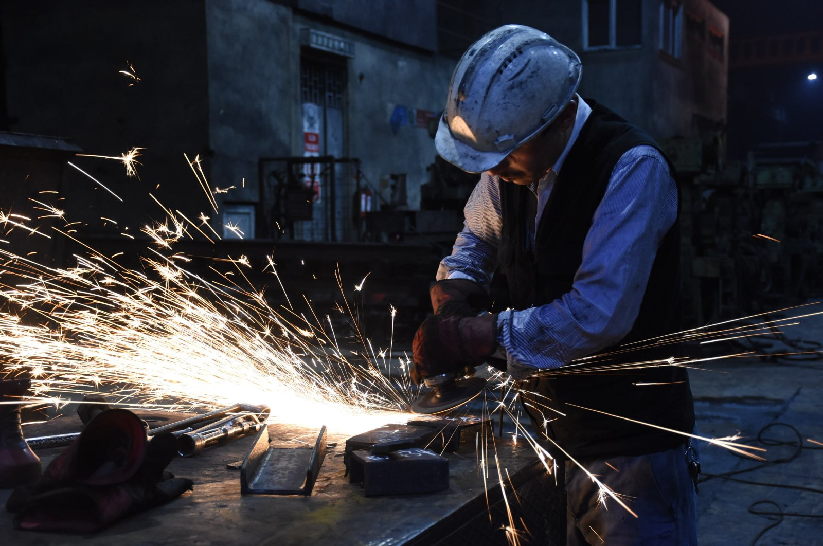 A worker seen at an iron and steel factory in northern Turkey's Bartın, Oct. 29, 2018. (AA Photo)