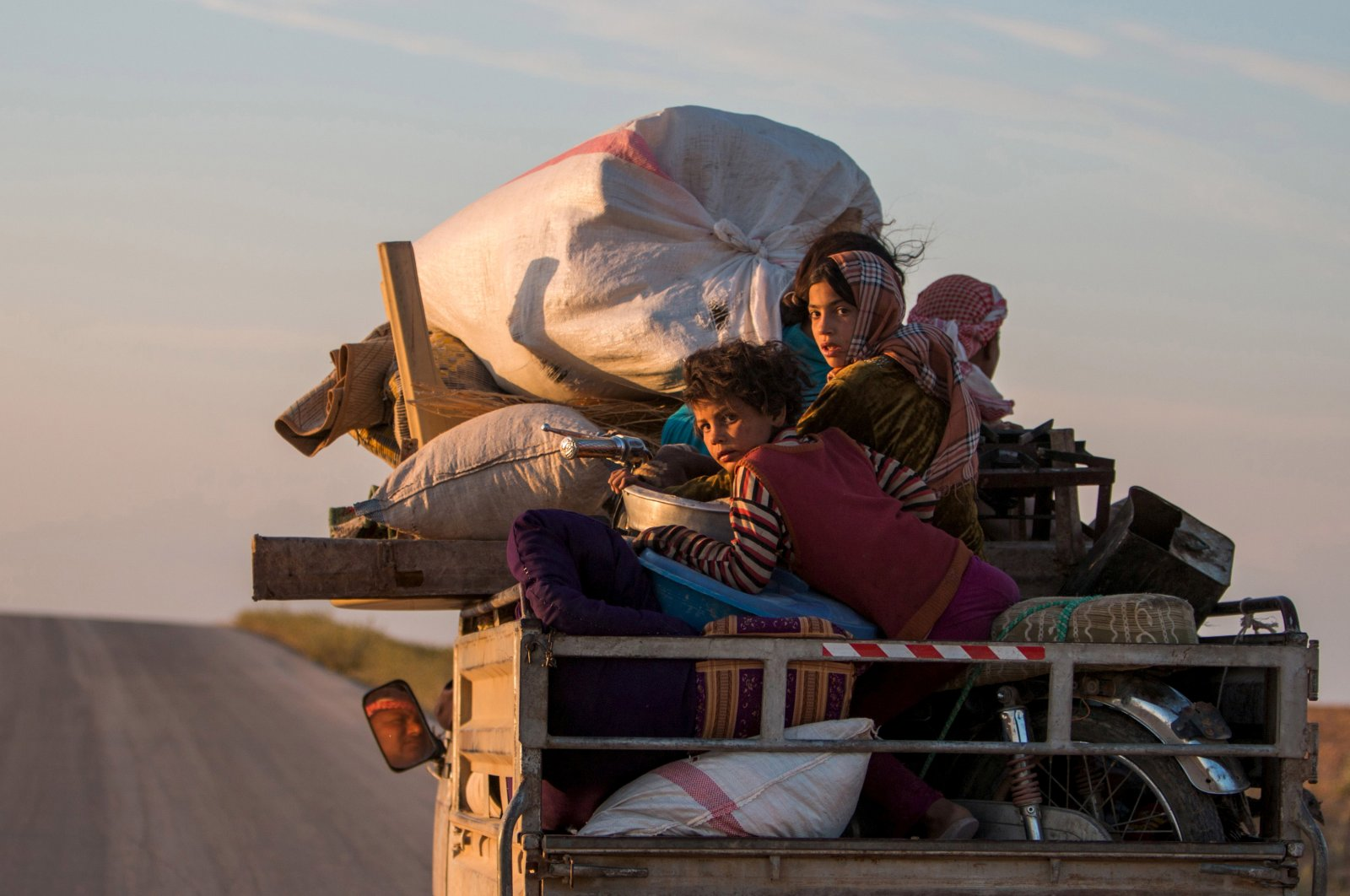 Refugees, with their belongings, return to their villages on a pickup truck, May 13, 2015. (REUTERS Photo)