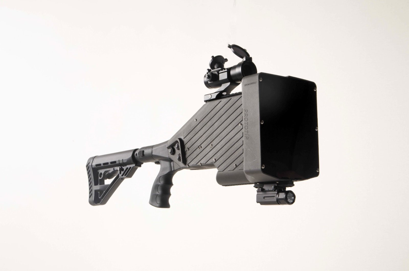 The anti-drone gun has a weight of 2.5 kilograms and is capable of combating rogue drones within 3 kilometers its range. (AA Photo)