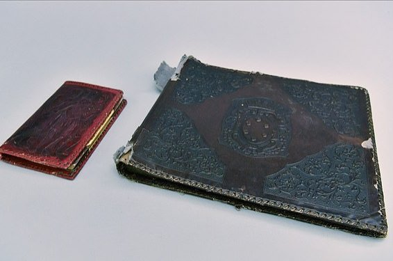 The photo album is pictured with a notebook. (Courtesy of Auschwitz Memorial Museum)