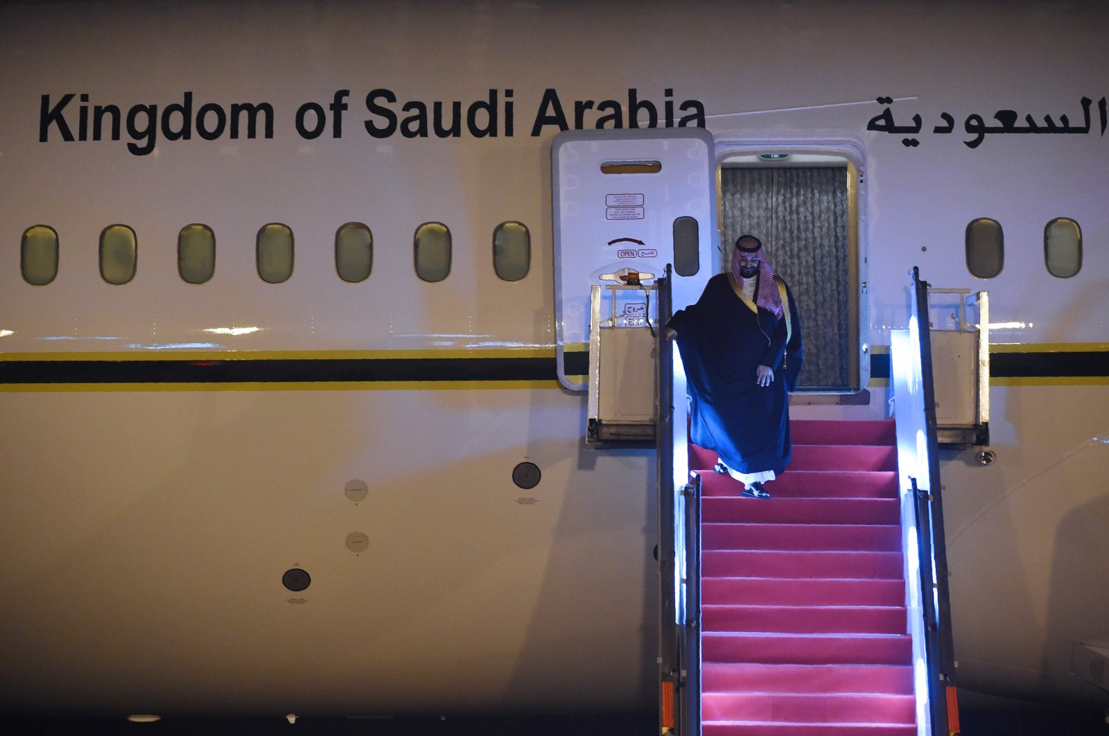 Saudi Crown Prince Mohammed bin Salman deplanes upon arriving at the airport in New Delhi, Feb. 19, 2019. (AFP Photo)