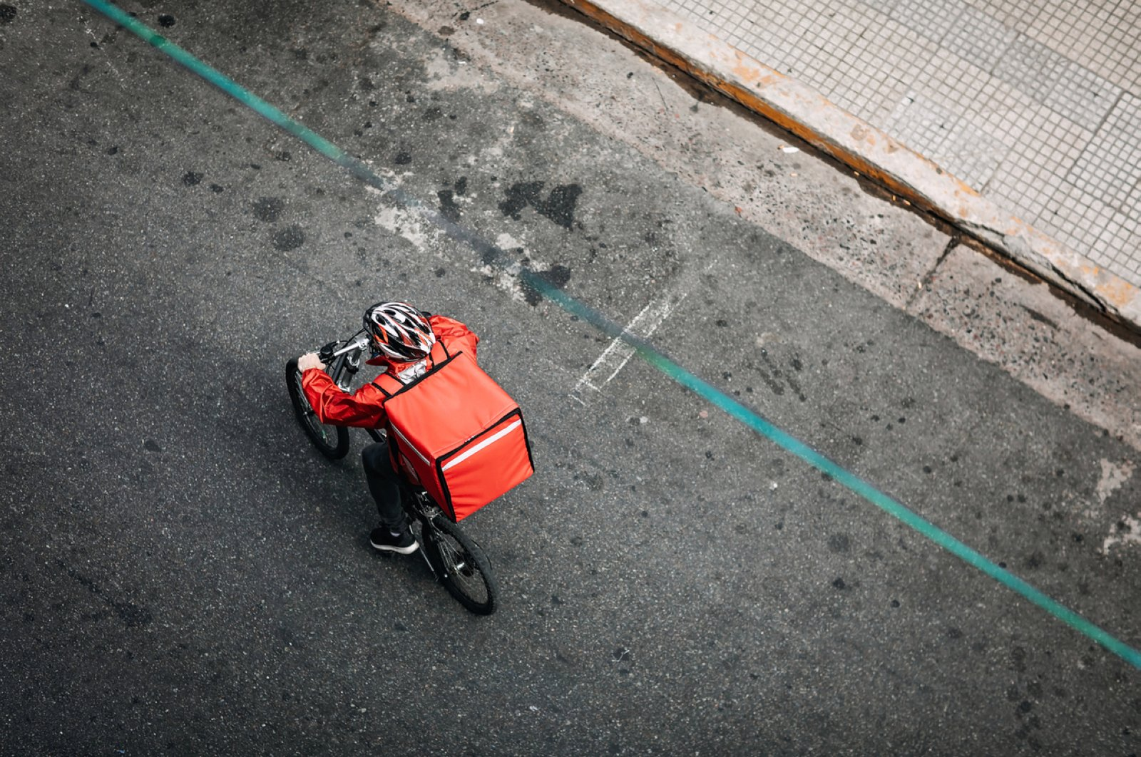 A young man working for a food delivery service. (iStock Photo)