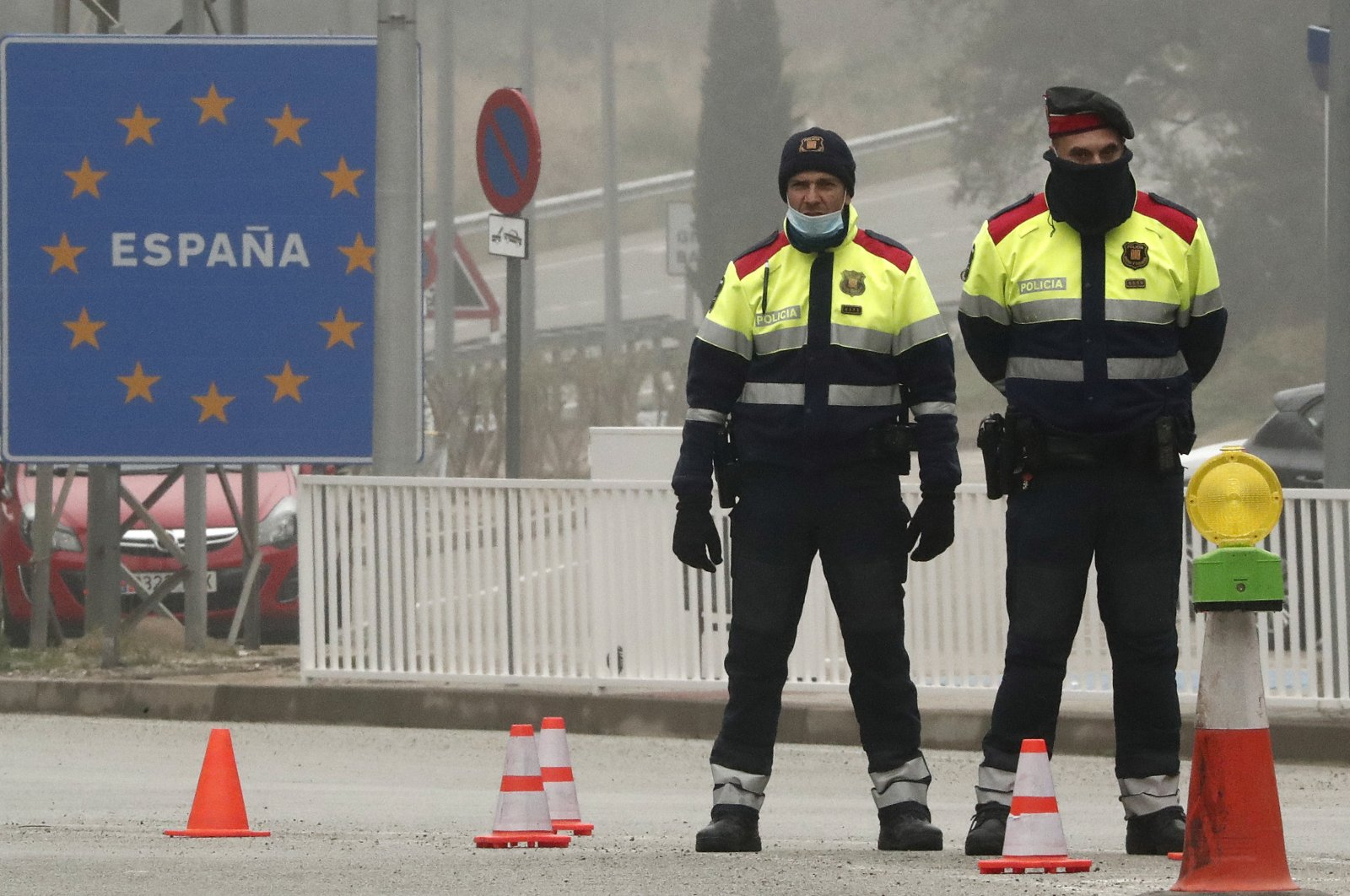 Policemen control the border crossing between Spain and France at Le Perthus, France, March 17, 2020. (EPA Photo)