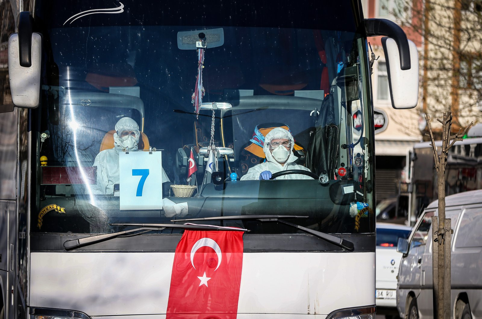 Passengers arriving from Germany being transfered to quarantine area (AA File Photo)
