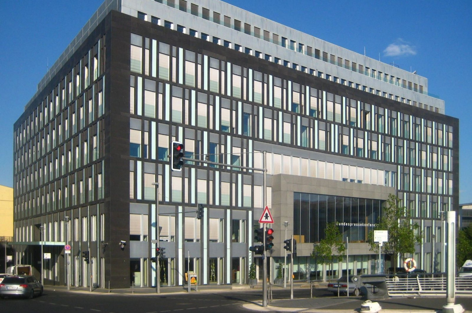 The House of the Federal Press Conference in Berlin where the TRT Deutsch office is located. (Wikipedia, Jörg Zägel)