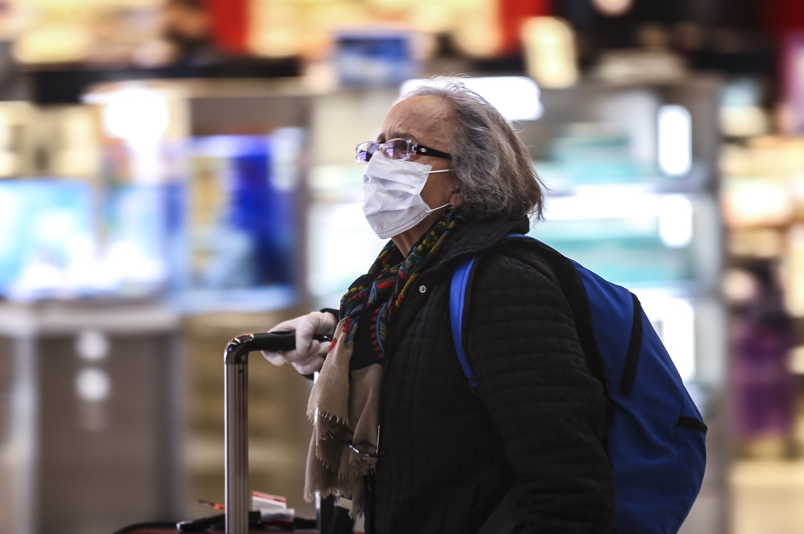A Turkish citizen wearing a surgical mask arrives at Istanbul Airport after traveling from the U.K. as part of an evacuation effort, Istanbul, Tuesday, March 17, 2020. (AA Photo)