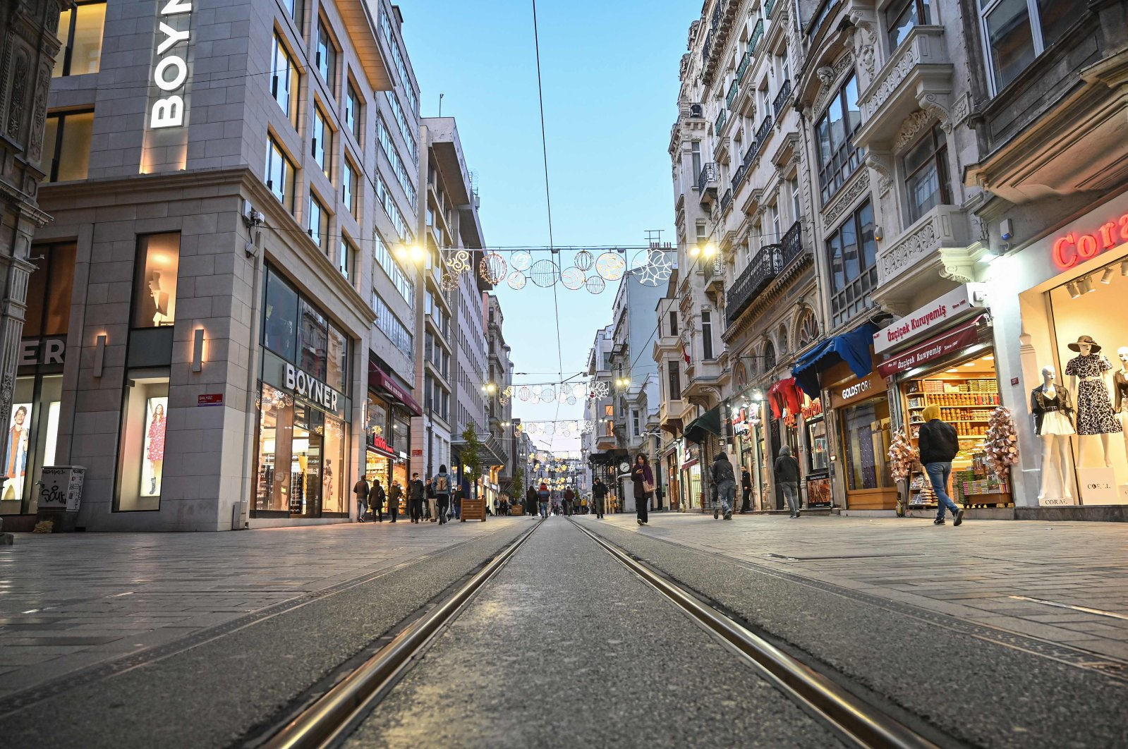 People walk along a nearly empty İstiklal Avenue as the nation tries to contain the coronavirus, Istanbul, Tuesday, March 17, 2020. (AFP Photo)
