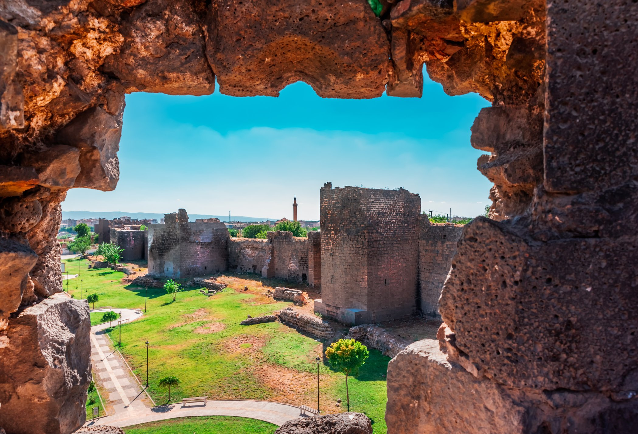 Photo shows the ancient walls of Diyarbakır in Sur region. (iStock Photo)