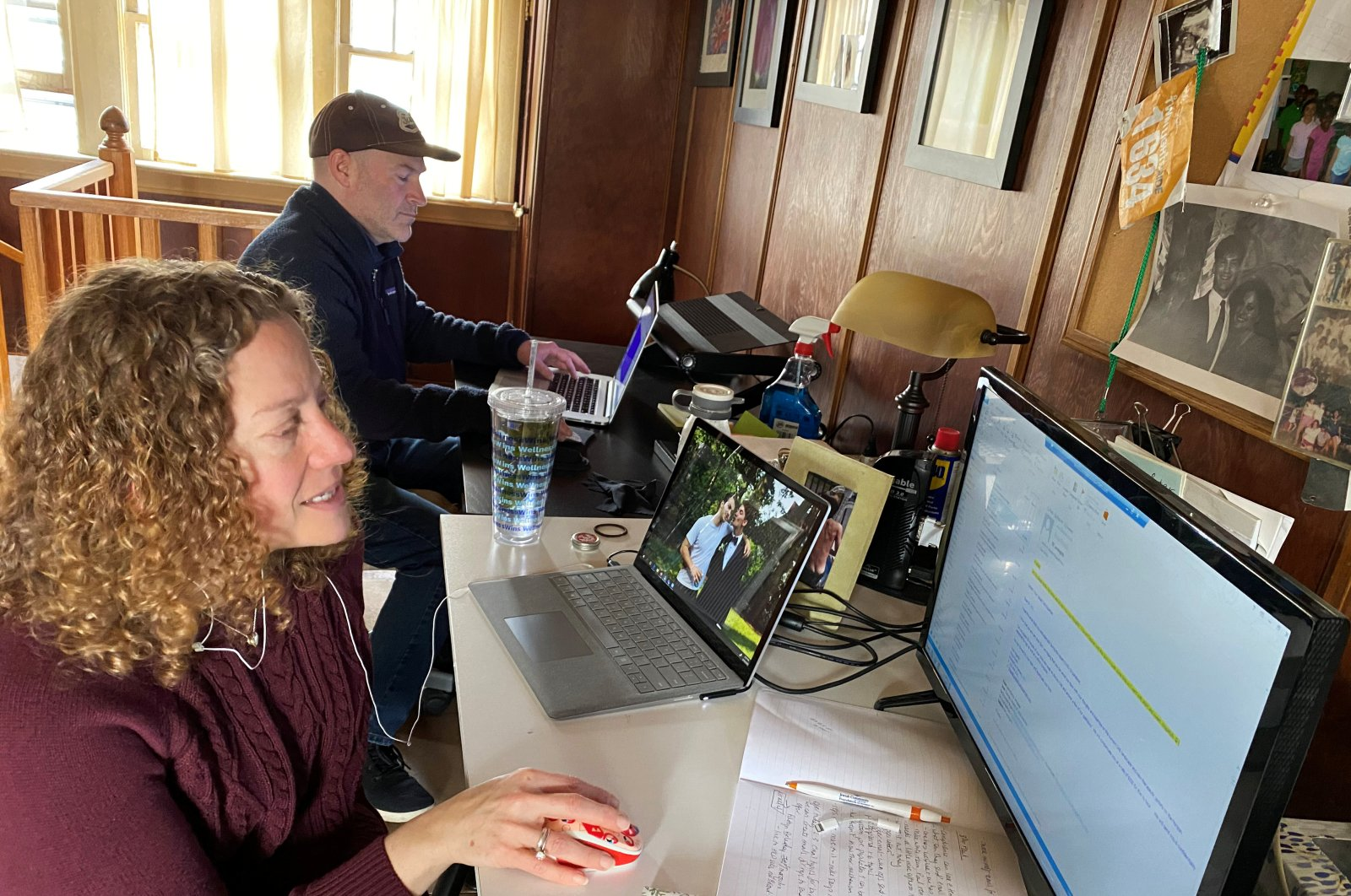 Mark Berkley and Susan Halper Berkley work from home due to COVID-19 restrictions in Maplewood, New Jersey, March 18, 2020. (REUTERS Photo)