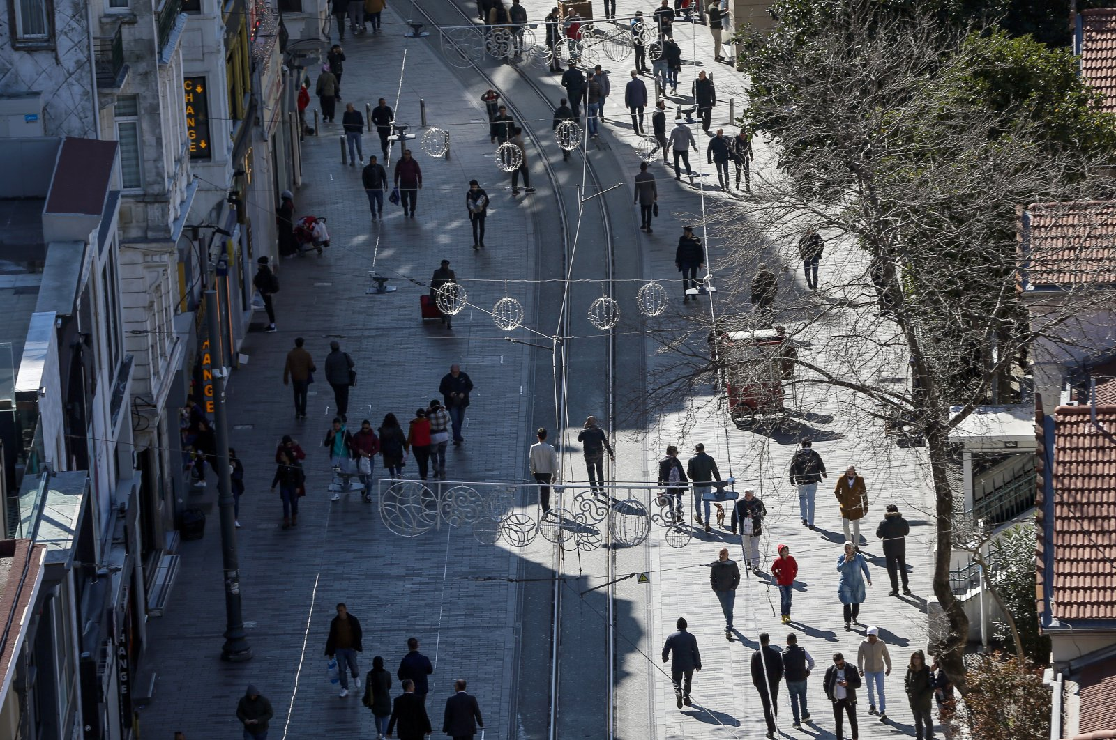 People walk along İstiklal Avenue, Istanbul, Tuesday, March 17, 2020. (AA Photo)