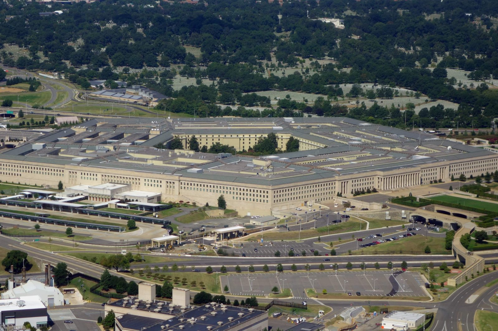 (FILES) In this file photo taken on August 25, 2013, The Pentagon is seen from the air over Washington, DC. - The US Defense Department announced on March 20, 2020, it has successfully tested an unarmed hypersonic missile, a weapon that could potentially overwhelm an adversary's defense systems. The Pentagon said a test missile flew at hypersonic speeds -- more than five times the speed of sound, or Mach 5 -- to a designated impact point. (Photo by SAUL LOEB / AFP)