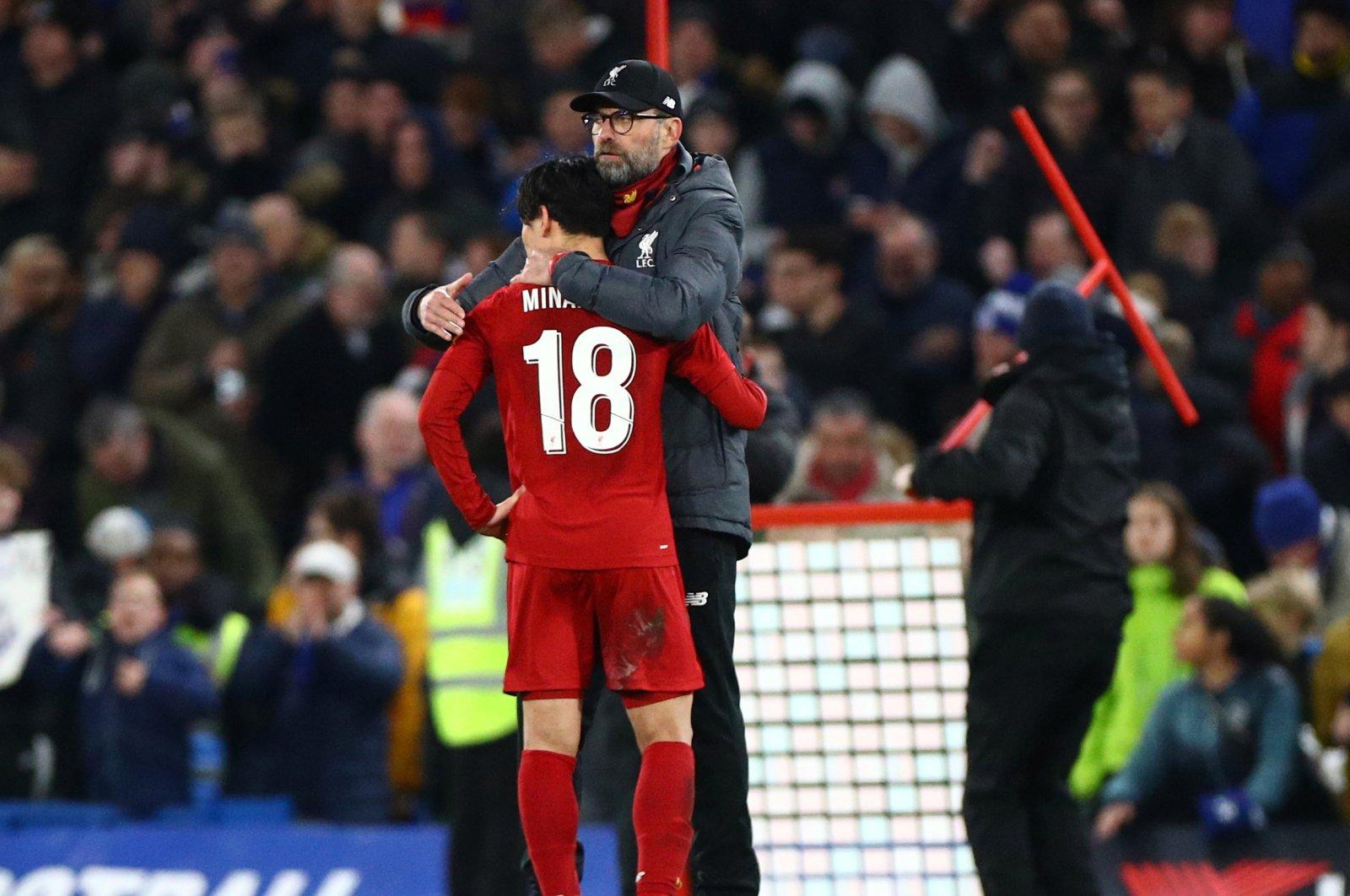 Jurgen Klopp hugs his player Takumi Minamino during a Premier League match against Chelsea in London, March 3, 2020. (Reuters Photo)