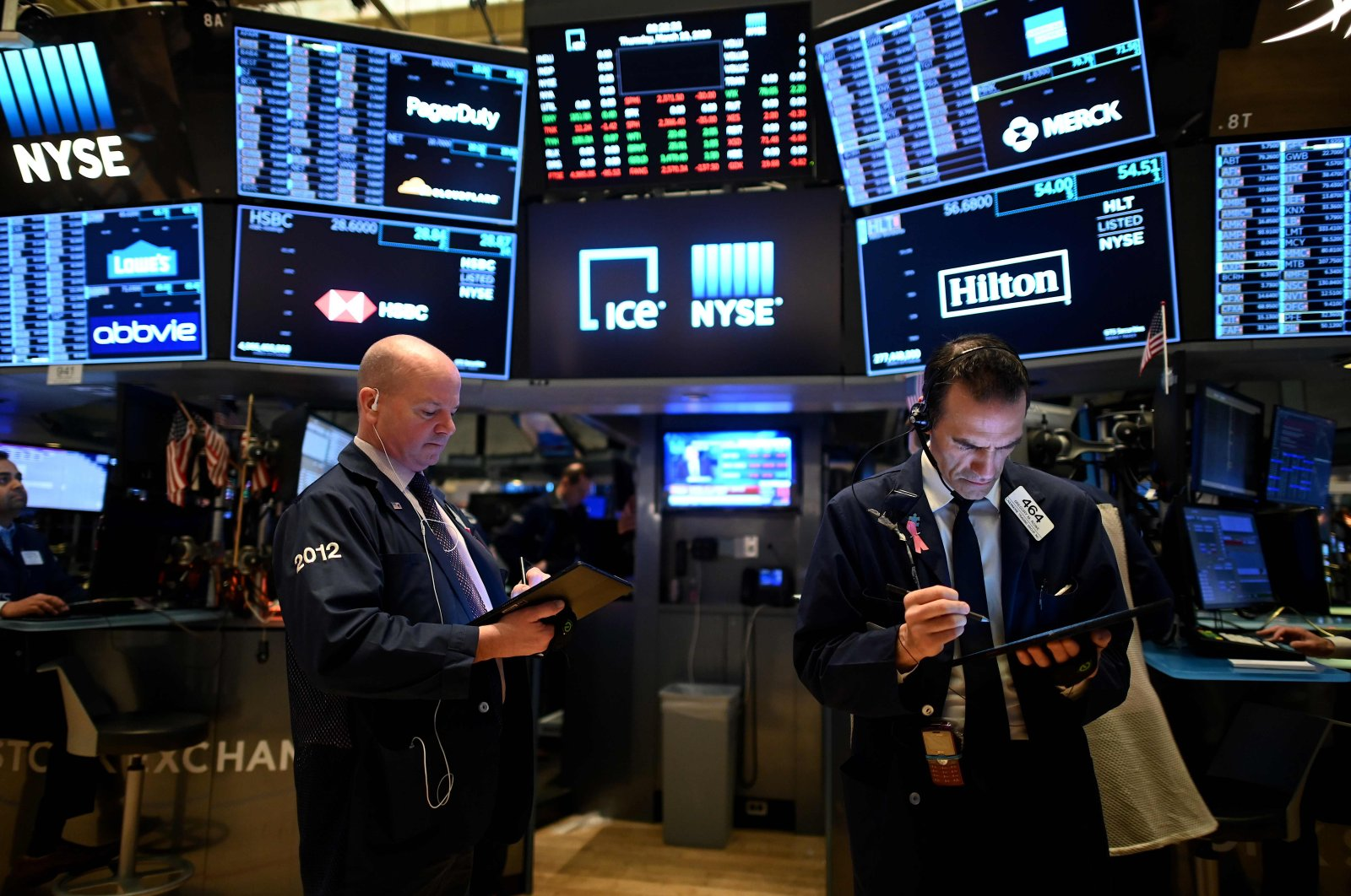 Traders work during the opening bell at the New York Stock Exchange (NYSE), Wall Street, New York City, March 19, 2020. (AFP Photo)