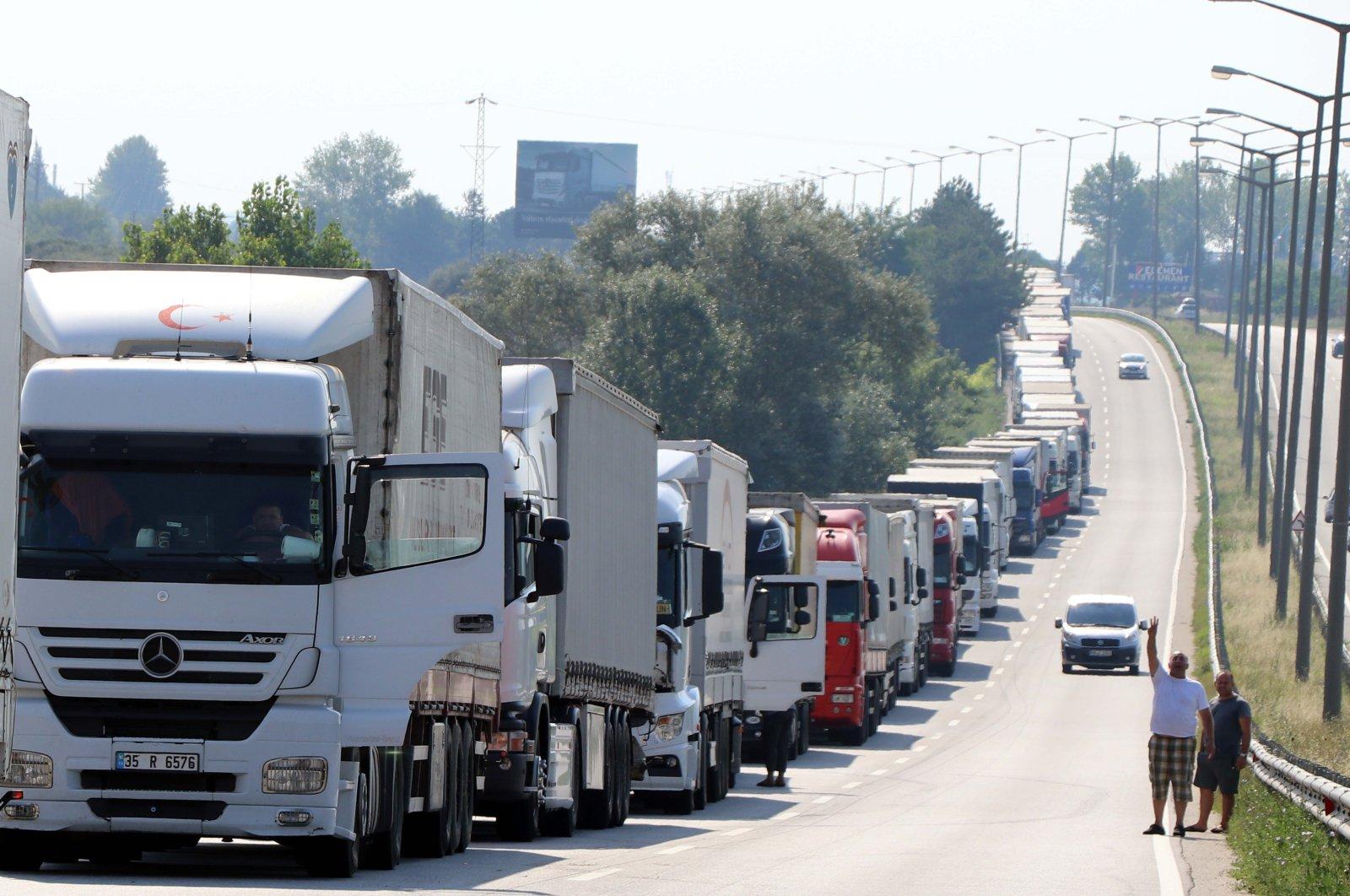 This file photo shows trucks waiting at the Kapıkule border gate along Turkish-Bulgarian border, Aug. 12, 2017. (AA Photo)