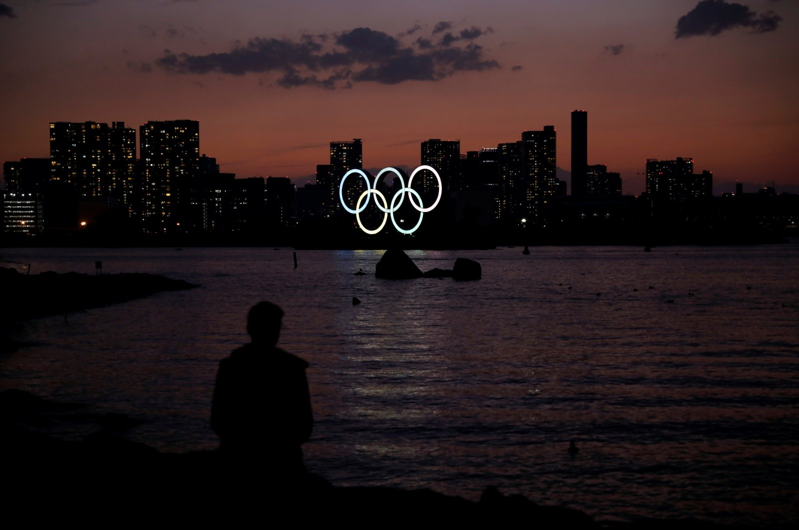 The giant Olympic rings are seen at dusk at the waterfront area at Odaiba Marine Park in Tokyo, Japan, March 22, 2020. (Reuters Photo)