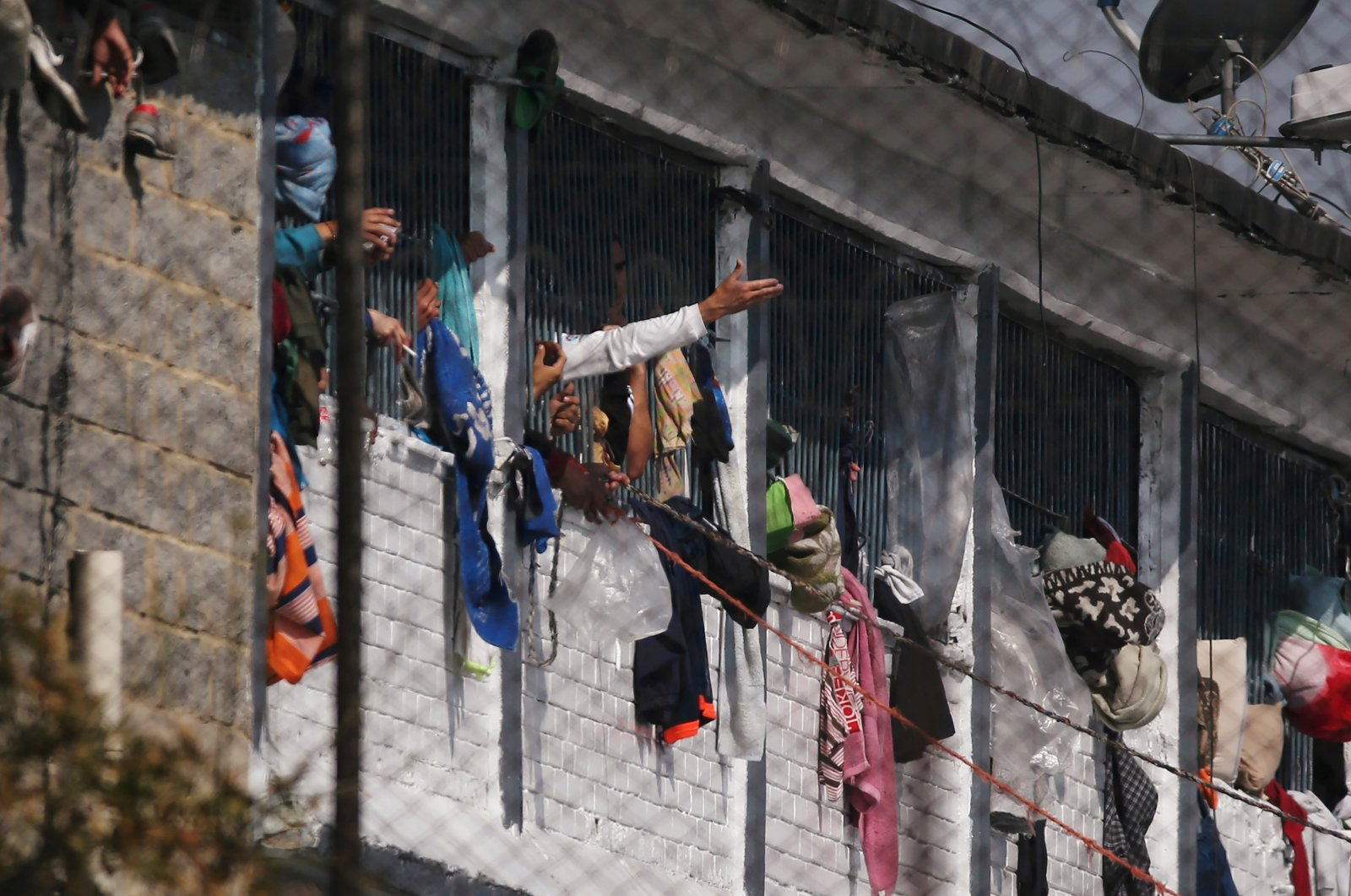 Prisoners are seen in cell windows inside the La Modelo prison after a riot by prisoners demanding government health measures against the spread of the coronavirus in Bogota, Colombia March 22, 2020. (Reuters Photo)