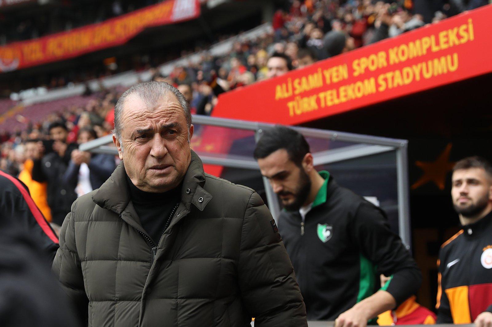 Galatasaray coach Fatih Terim on the sideline during a Süper Lig match against Denizlispor in Istanbul, Jan. 19, 2020. (AA Photo)