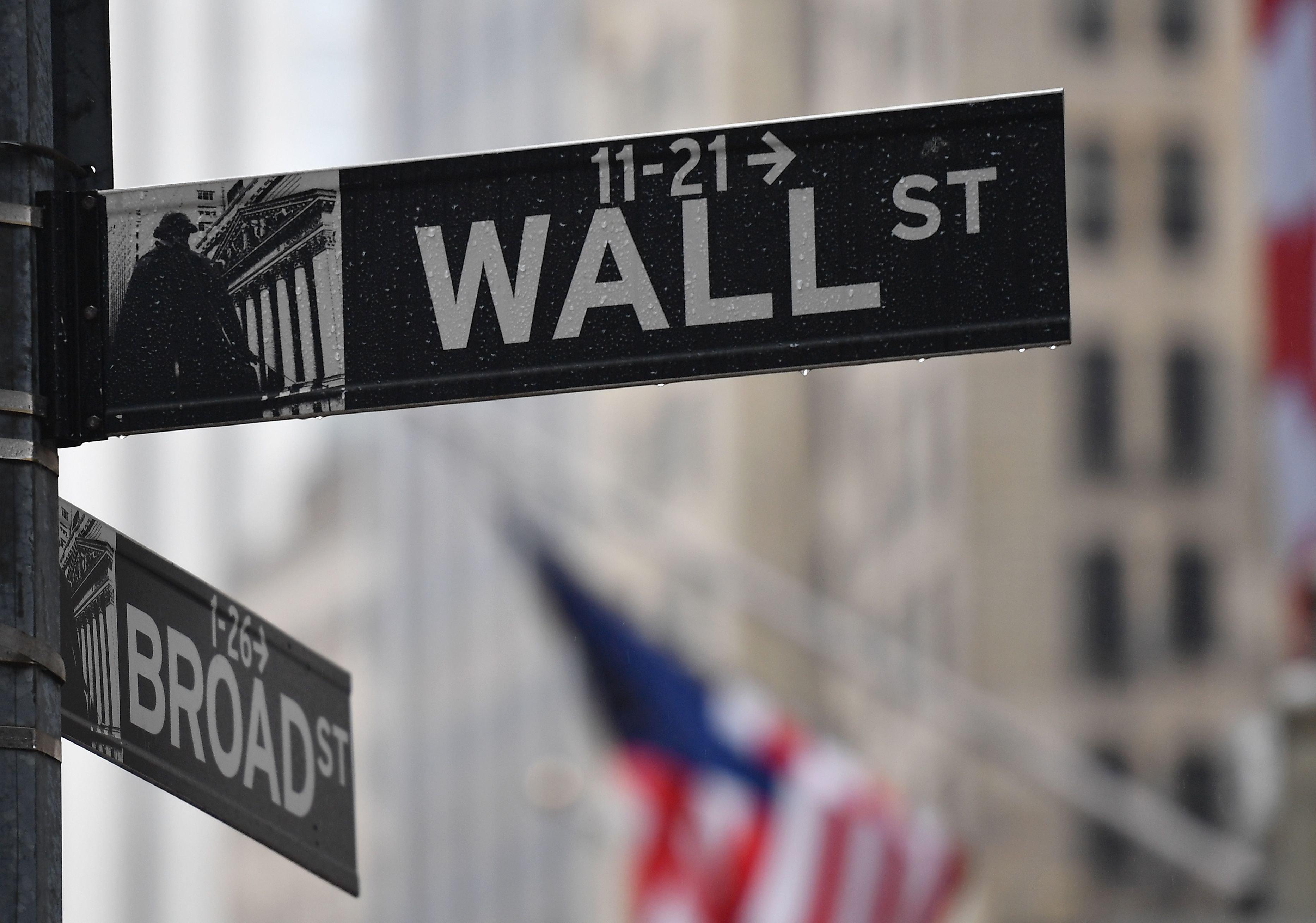 Dow has biggest rally since 1933, surging 11.4% on coronavirus stimulus hopes thumbnail