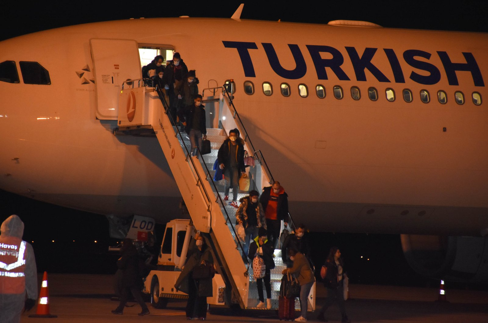 Students arriving from Europe disembark the plane, in Sivas, Monday, March 23, 2020. (DHA Photo)