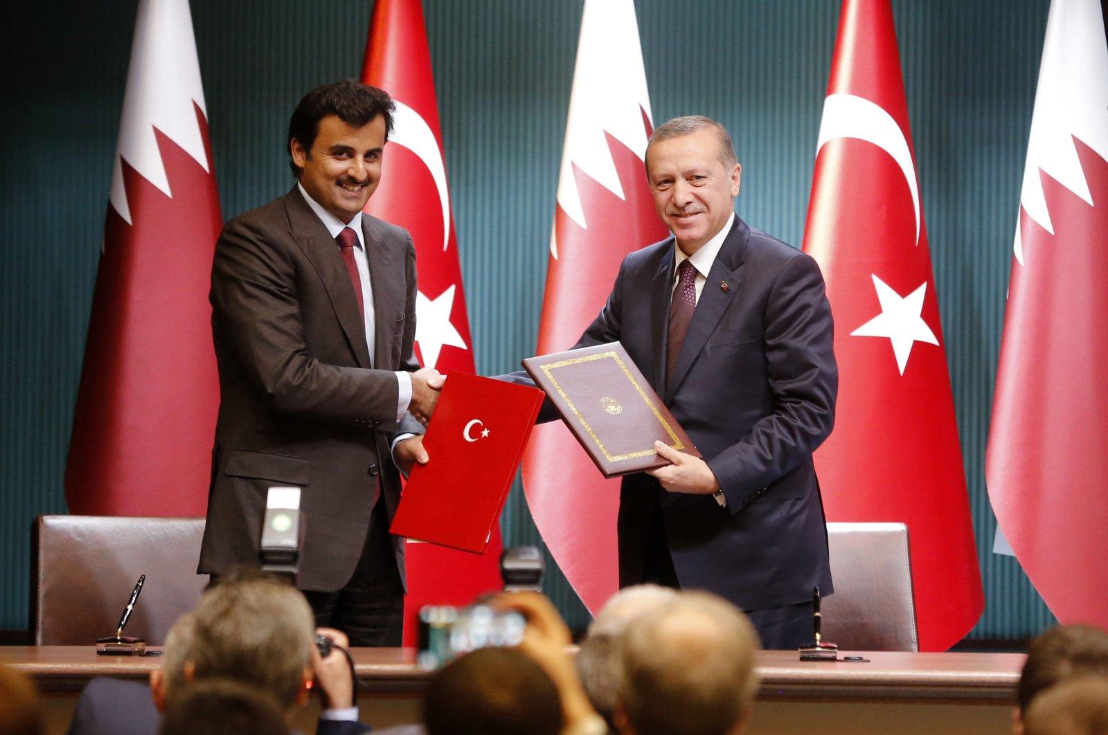 Turkey's President Recep Tayyip Erdoğan (R) and Qatar's Emir Sheikh Tamim bin Hamad Al Thani (L). (AA Photo)
