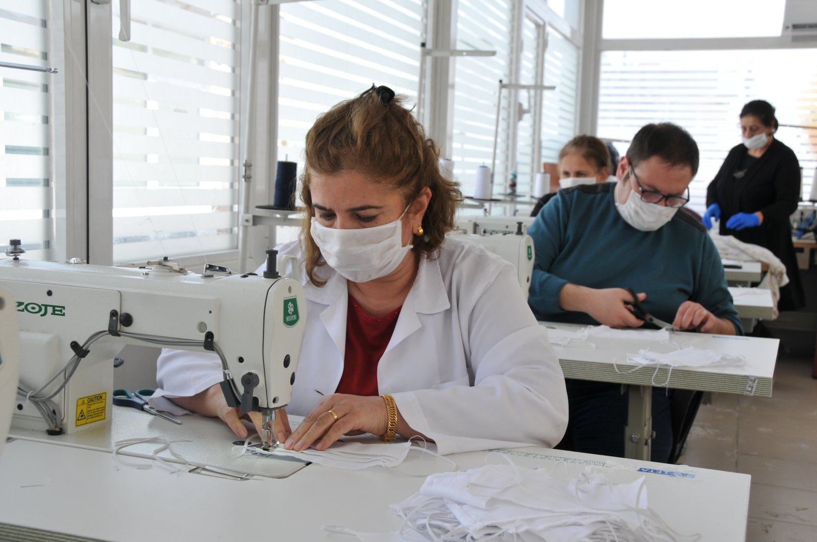 Volunteers at a workshop sew masks, Mardin, Tuesday, March 24, 2020. (DHA Photo)