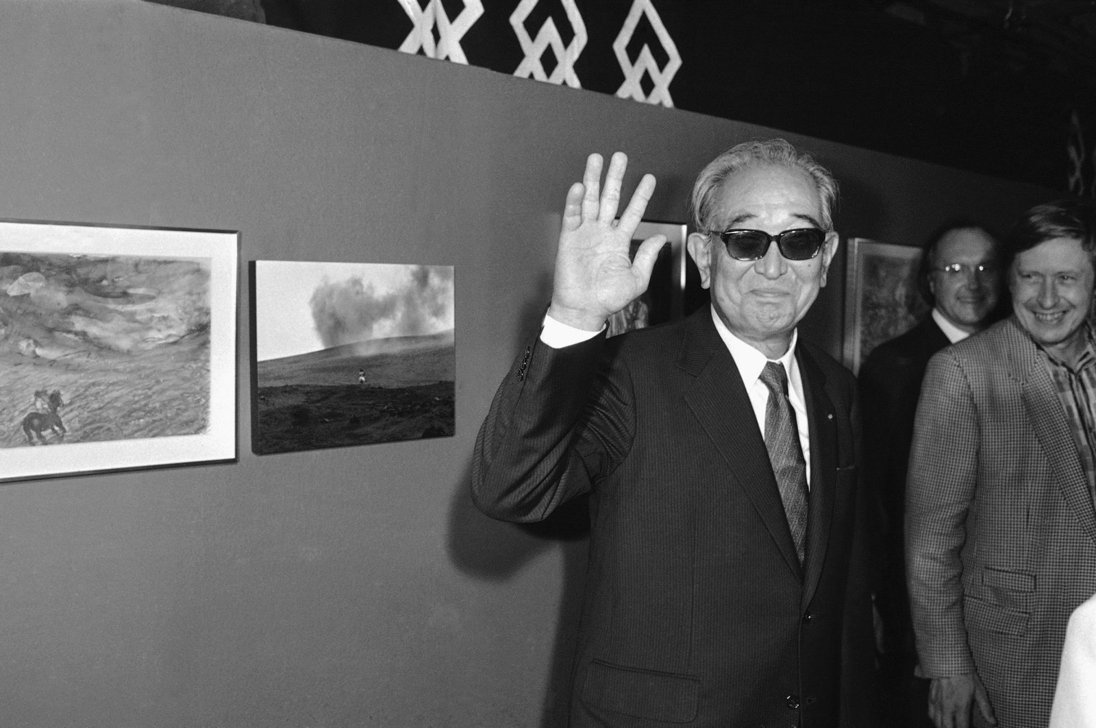 """In this Sept. 19, 1985 photo, Japanese movie director Akira Kurosawa salutes the photographers when visiting the exhibition """"About Ran"""" held at Paris Georges Pompidou National Center for Art and Culture. (AP Photo)"""