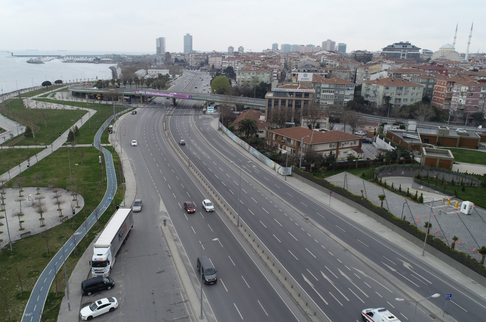 Traffic in Istanbul lowered to a mere 13% in the morning hours where a minimum of 75% is considered normal (DHA Photo)