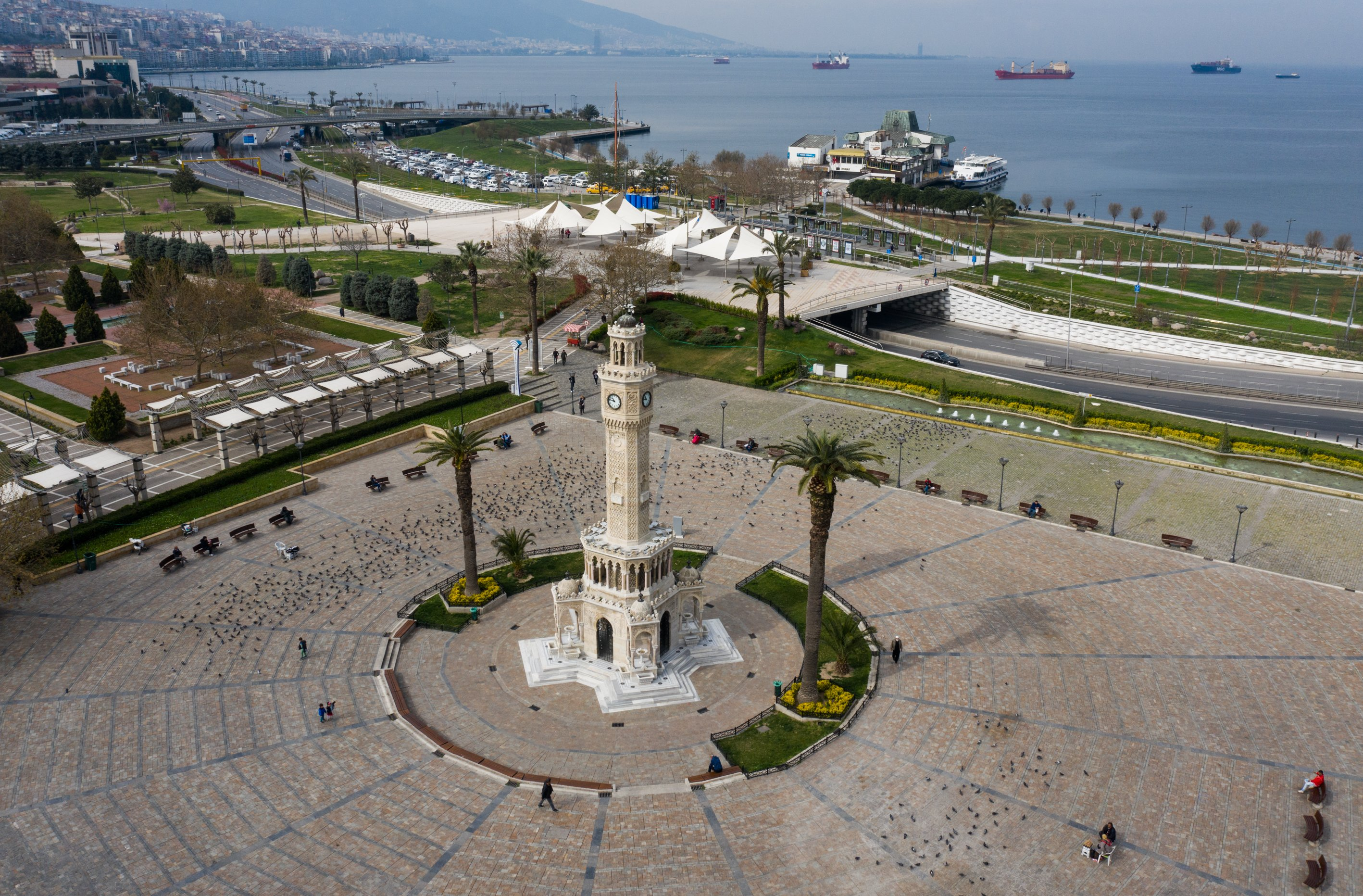 Konak Square in the western city of İzmir, a famed venue gathering crowds every day, is empty save for birds and a few people, Wednesday, March 25, 2020. (AA Photo)
