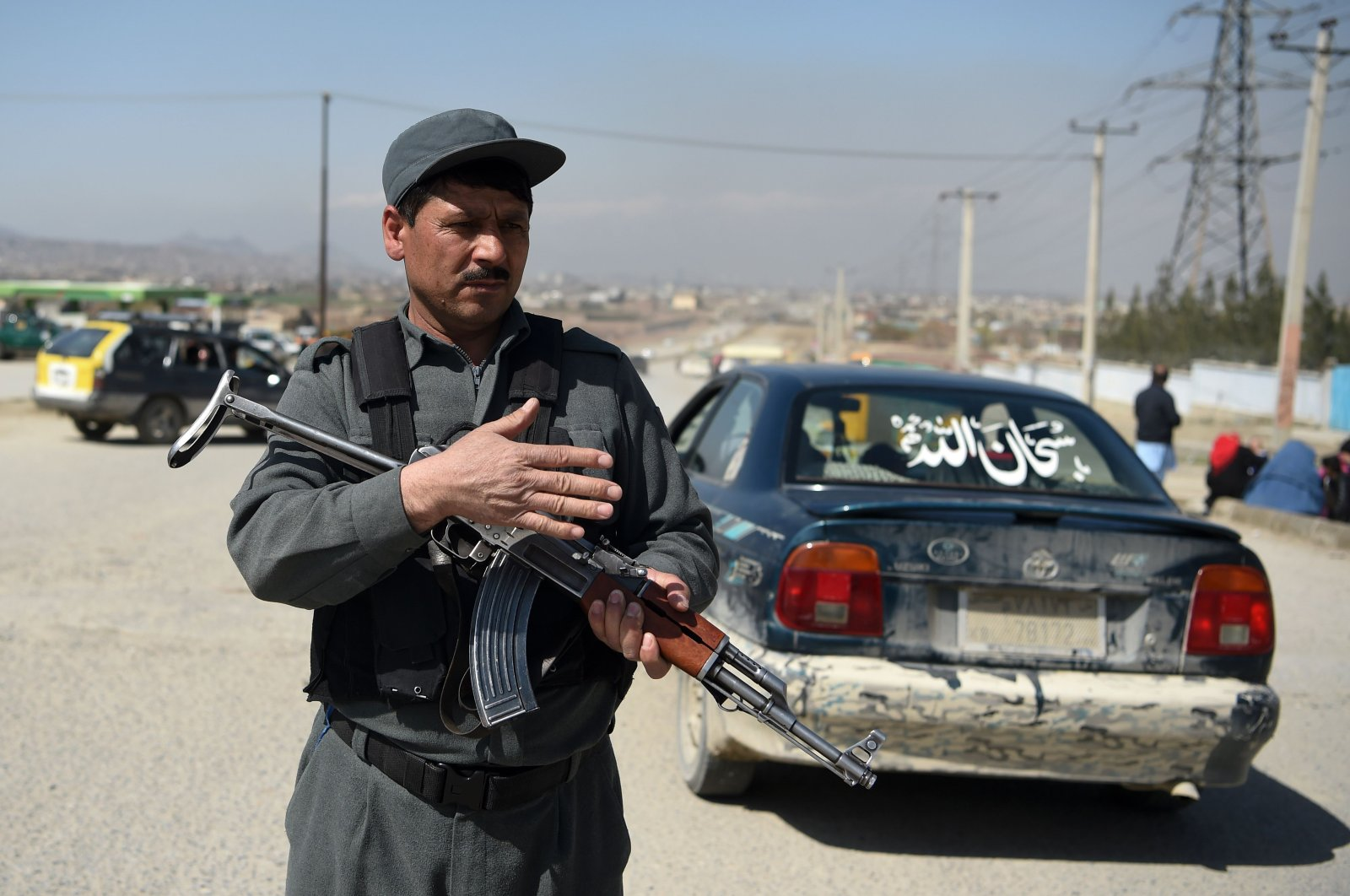 Police officer gestures as cars are stopped and searched at a road checkpoint in Kabul, Afghanistan, March 22, 2020. (AFP Photo)