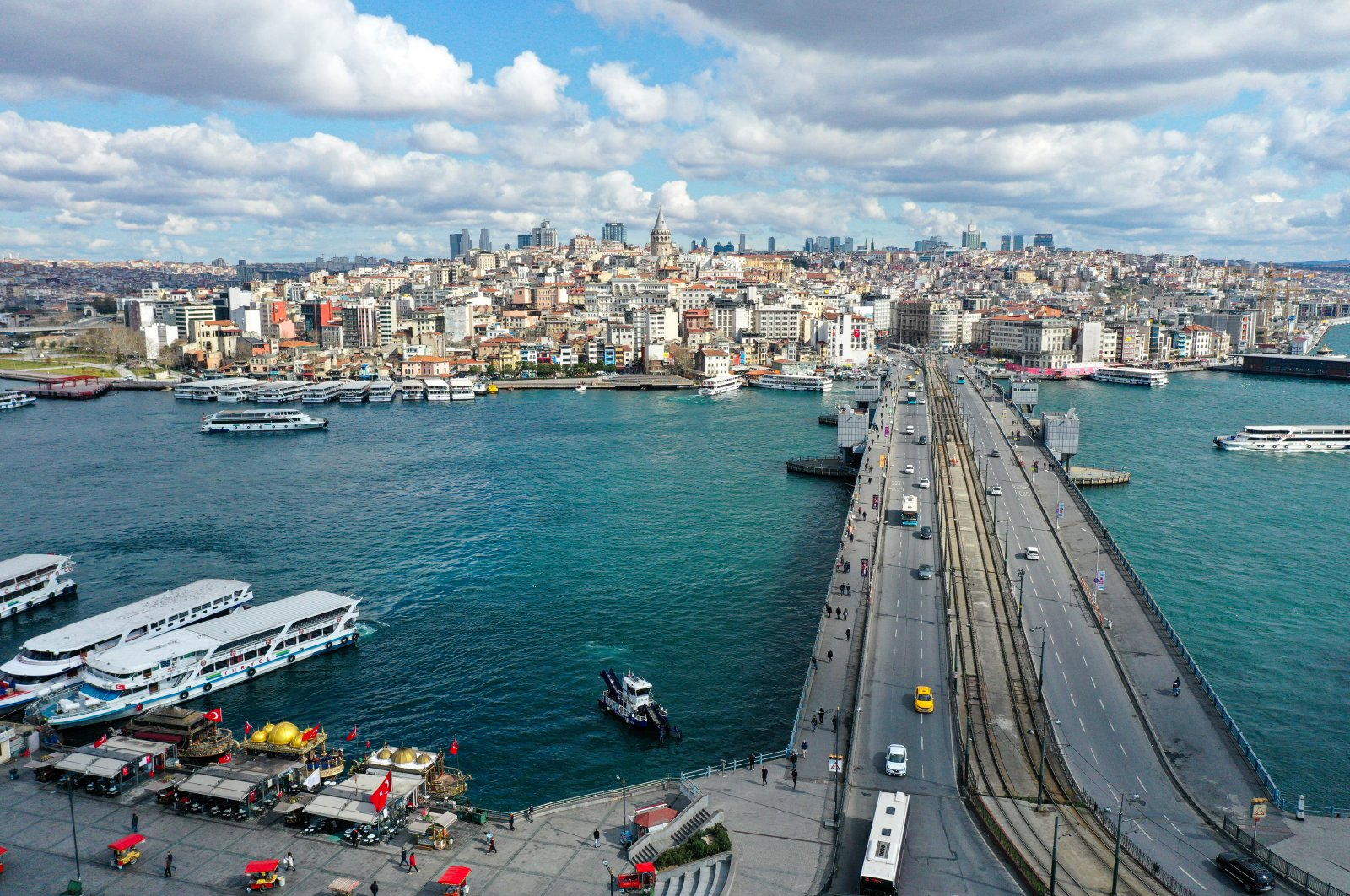 The traffic as well as the air quality in Istanbul's Eminönü district has greatly improved since the government started warning people to stay home due to COVID-19. ( AA Photo )