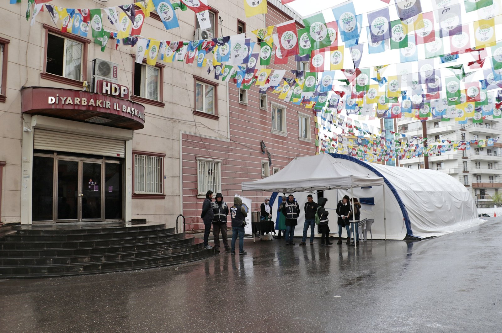 Kurdish families have been waiting in front of the HDP Diyarbakır building for 205 days to get back their children abducted by the PKK, March 25, 2020. (DHA Photo)