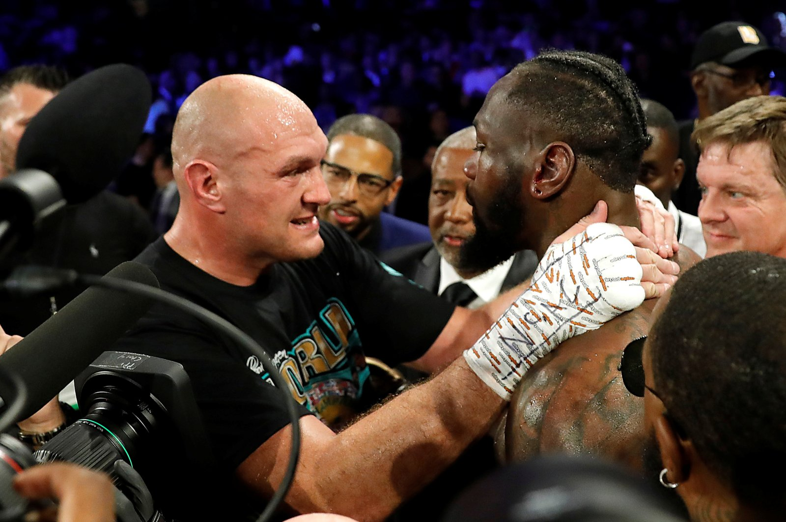 Tyson Fury consoles Deontay Wilder after winning the WBC heavyweight title bout in Las Vegas, Feb. 22, 2020. (Reuters Photo)