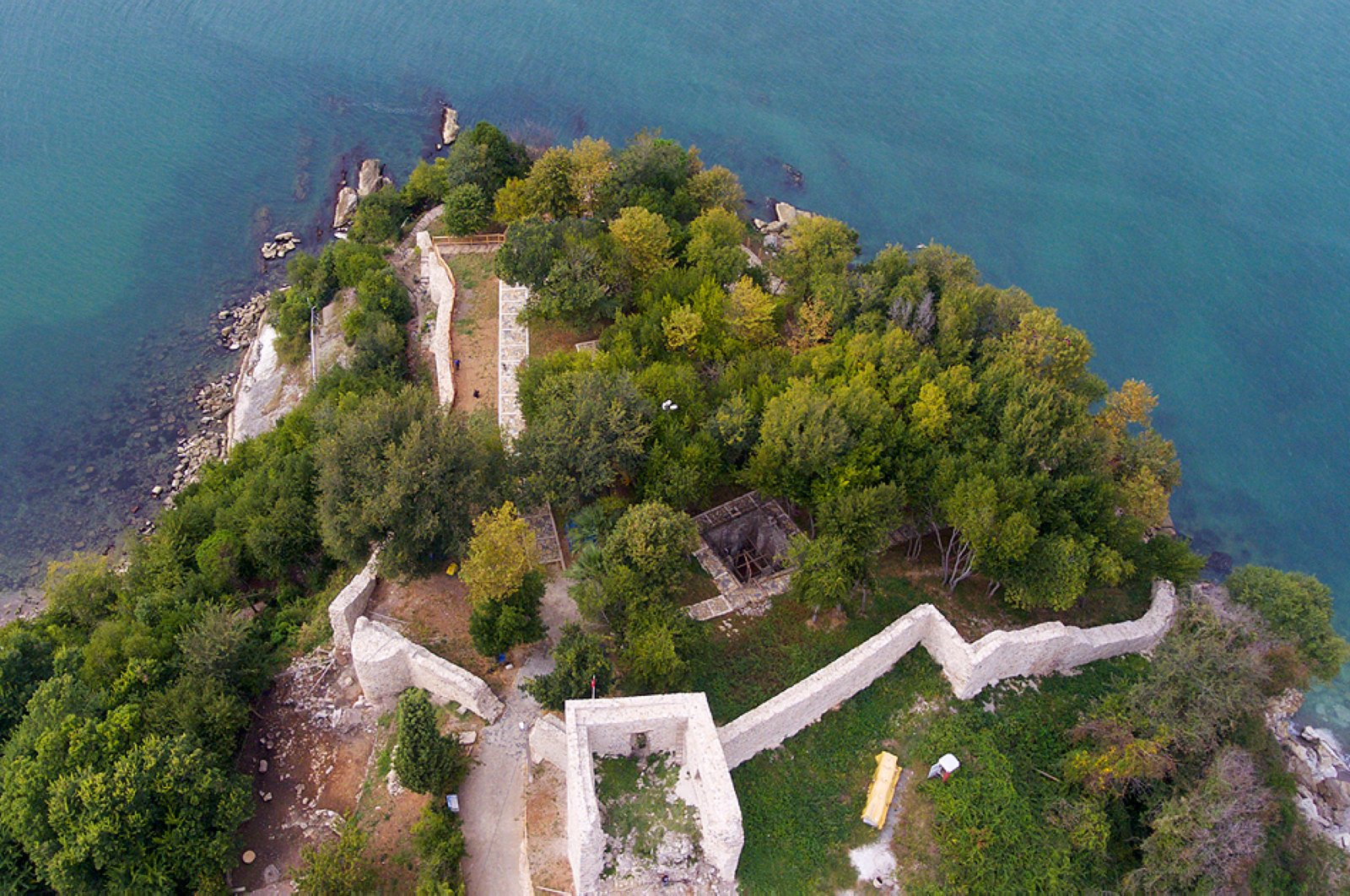 The Genoese Castle was built on a cliff between two bays. (AA Photo)