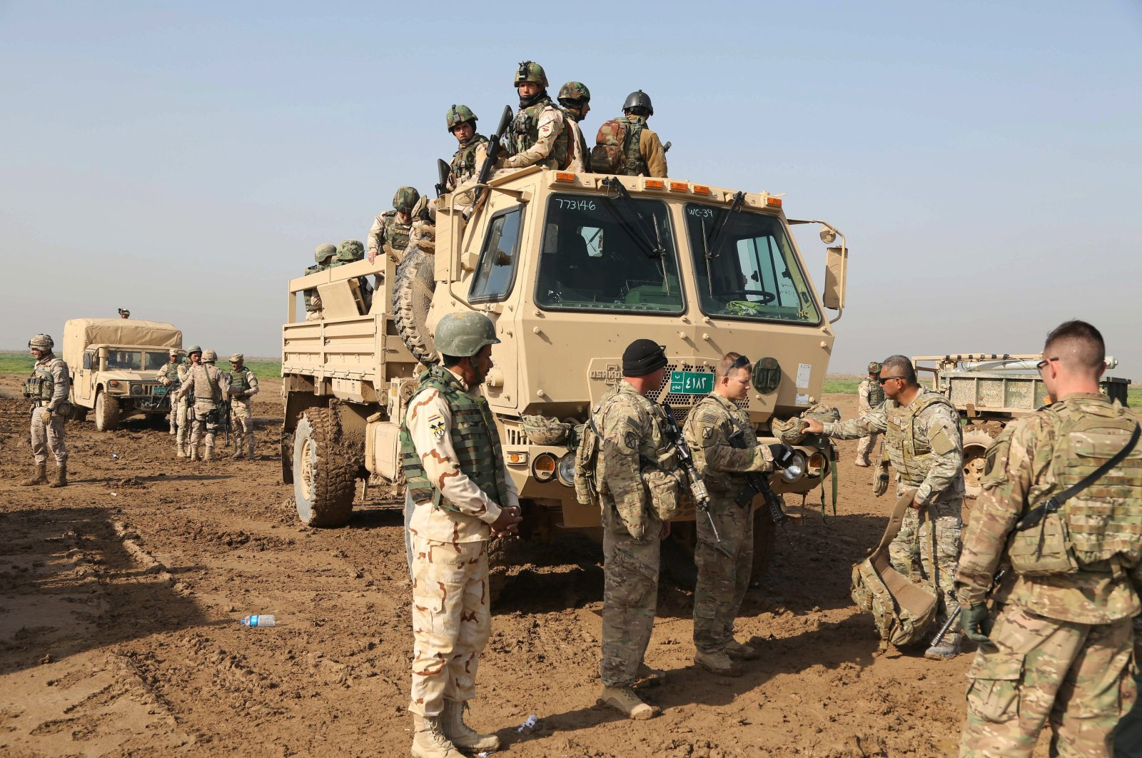 Iraqi soldiers participate in a training exercise with American and Spanish trainers at Basmaya base, 40 kilometers southeast of Baghdad, Jan. 24, 2016. (AP Photo)