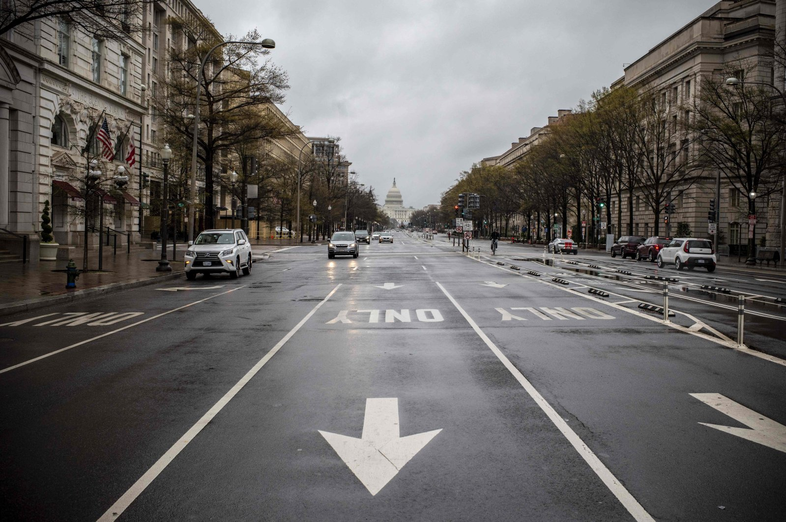 Pennsylvania Avenue, one of the largest avenues of the U.S. capital, is almost deserted during the 6 p.m. usual rush hour in Washington, D.C., Wednesday, March 25, 2020. (AFP Photo)