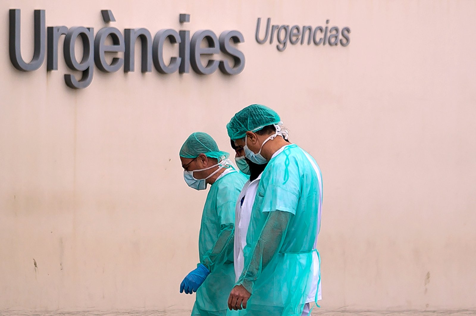 Health workers go back to work after a break at La Fe Hospital, Valencia, Wednesday, March 25, 2020. (AFP Photo)