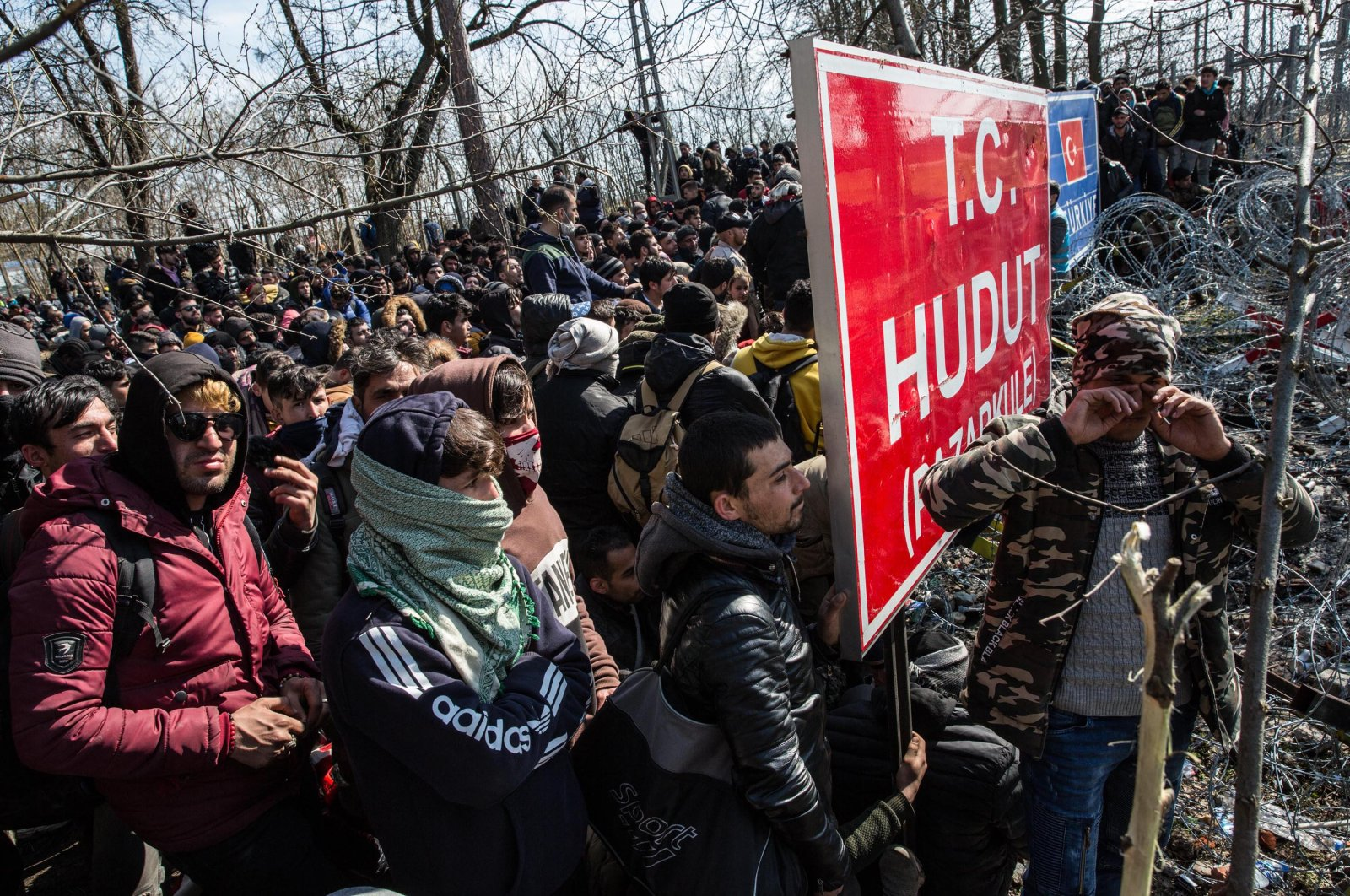 Migrants and refugees continue to wait amid bleak conditions on the Turkey-Greece border for 28 days, in the hope that Greece will open the doors to asylum in the EU. (DHA Photo)