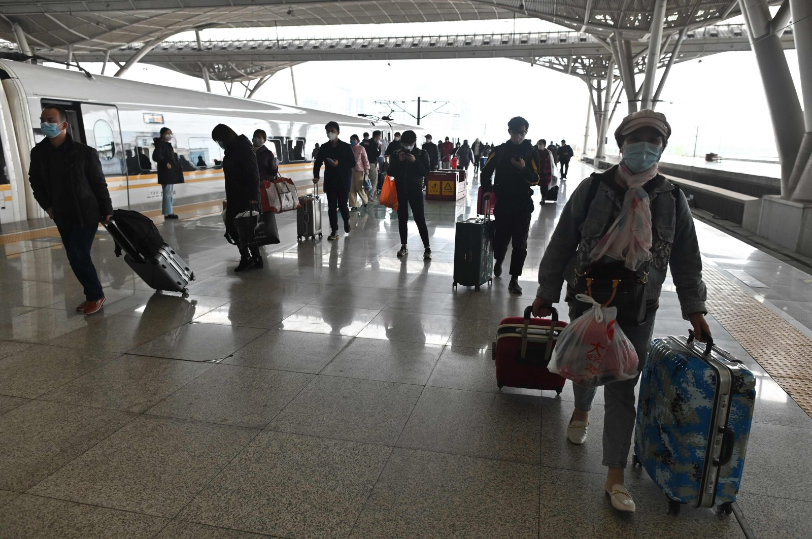 Passengers arrive at the railway station in Wuhan on March 28, 2020, after travel restrictions into the city were eased following two months of lockdown due to the COVID-19 outbreak. (AFP Photo)