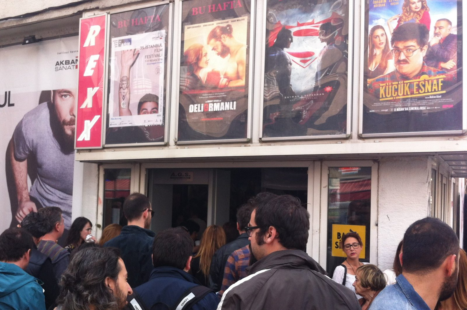 This file photo shows movie enthusiasts waiting in front of the Rexx movie theater during the 35th edition of Istanbul International Film Festival, in April 2016, Kadıköy, Istanbul. (Sabah File Photo)