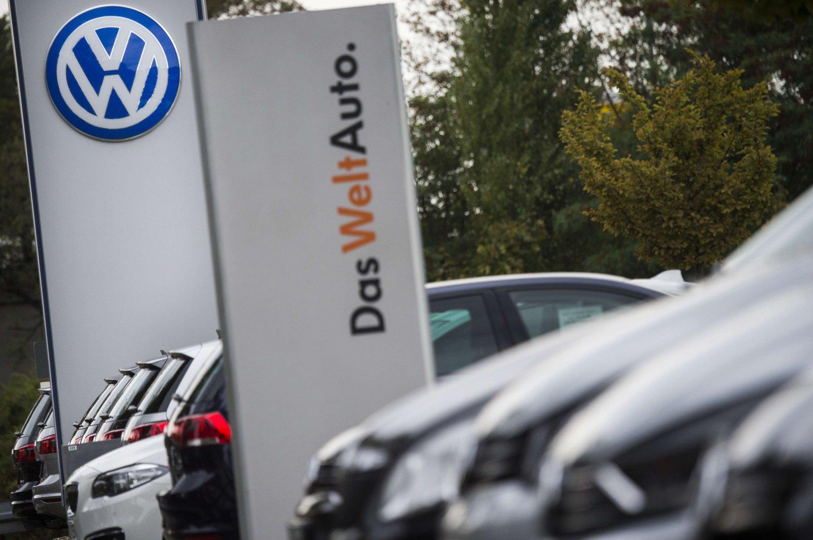 German carmaker Volkswagen logo is seen at a VW dealer in Berlin, Sept. 22, 2015. (AFP Photo)