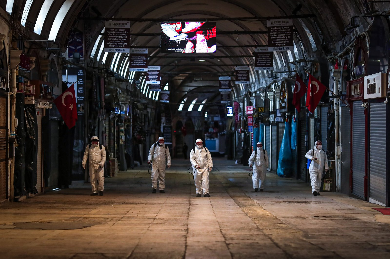 Employees of the Grand Bazaar cleaning department disinfect streets and shops inside Istanbul's famous Grand Bazaar to prevent the spread of the novel coronavirus in Istanbul, Wednesday, March 25, 2020. (EPA Photo)