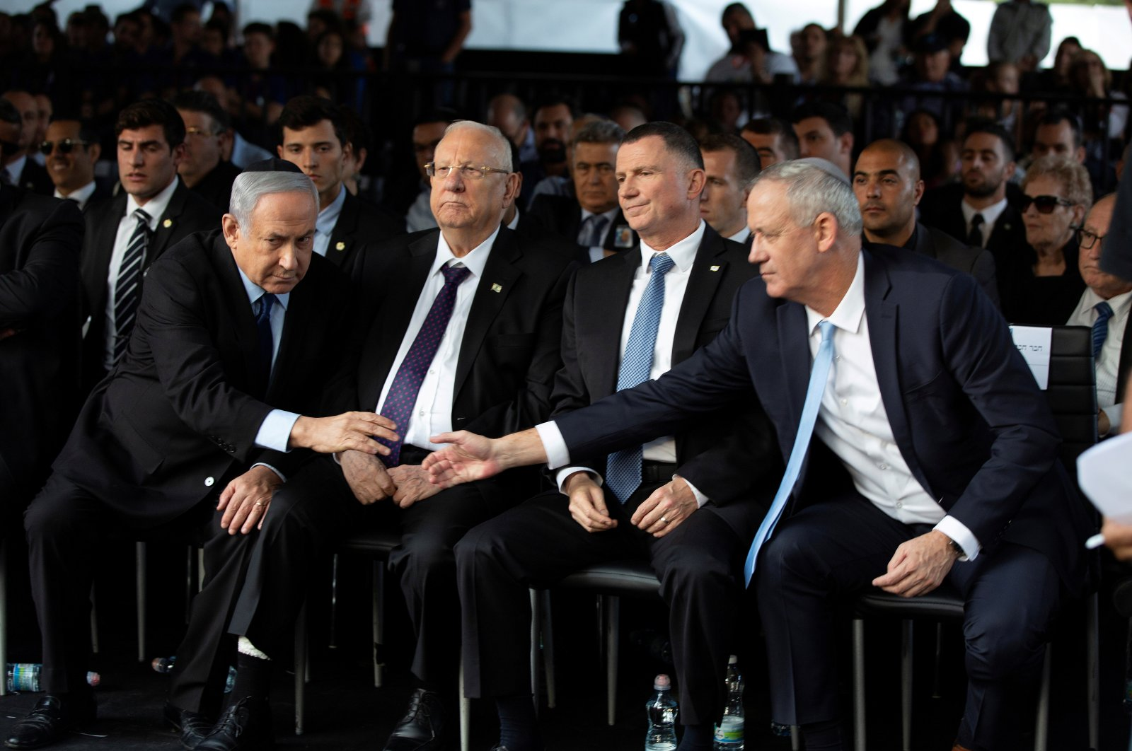 Head of Israel's Blue and White Party Benny Gantz and Israeli Prime Minister Benjamin Netanyahu shake hands, Jerusalem, Nov. 10, 2019. (REUTERS Photo)