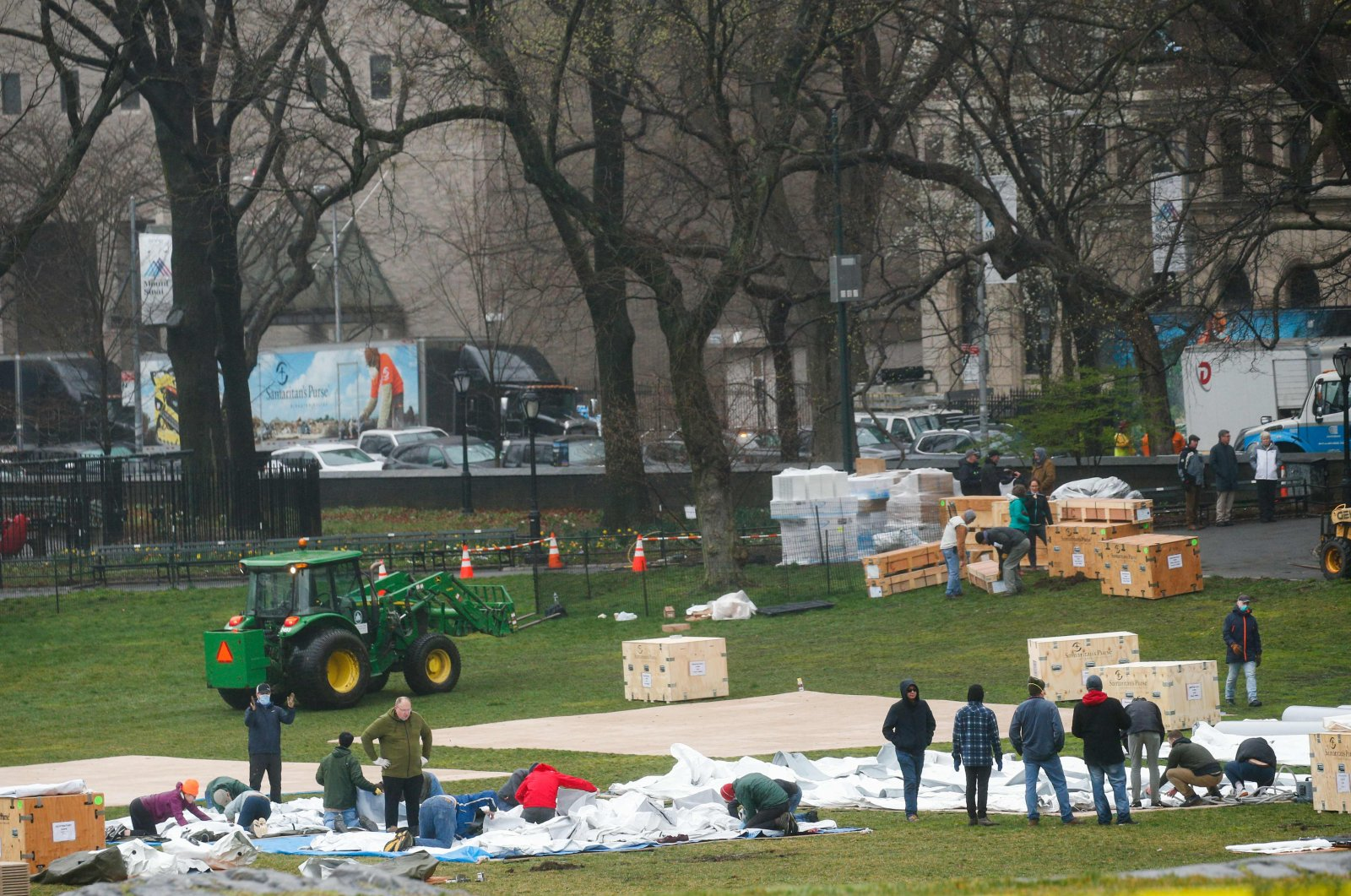 Workers set up a camp in front of Mount Sinai West Hospital inside Central Park on March 29, 2020, in New York City. (AFP Photo)