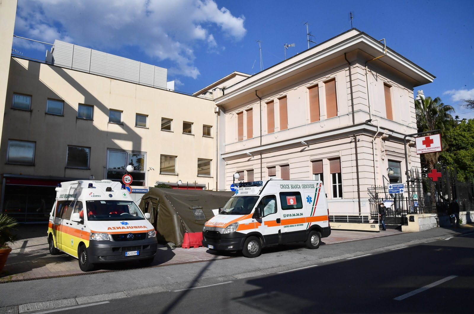 Health workers of Villa Scassi Hospital where patients potentially infected with the coronavirus will be hospitalized, in Genoa, Italy, March 24, 2020. (EPA Photo)