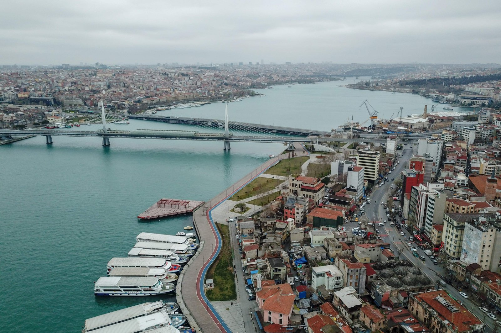 A view of central Istanbul's Golden Horn inlet, deserted during the coronavirus outbreak, Thursday, March 26, 2020. (AFP Photo)