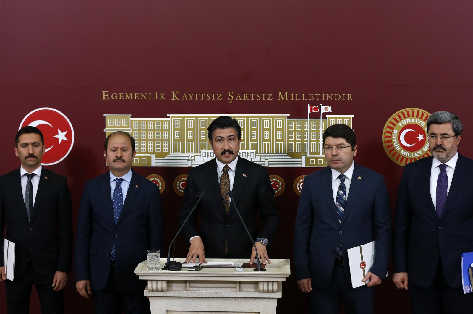 Deputy head of the AK Party's parliamentary group Cahit Özkan (C) reveals the details of the new policy on criminals alongside with deputies from both AK Party and MHP in the parliament, Ankara, Tuesday, March 31, 2020. (AA)