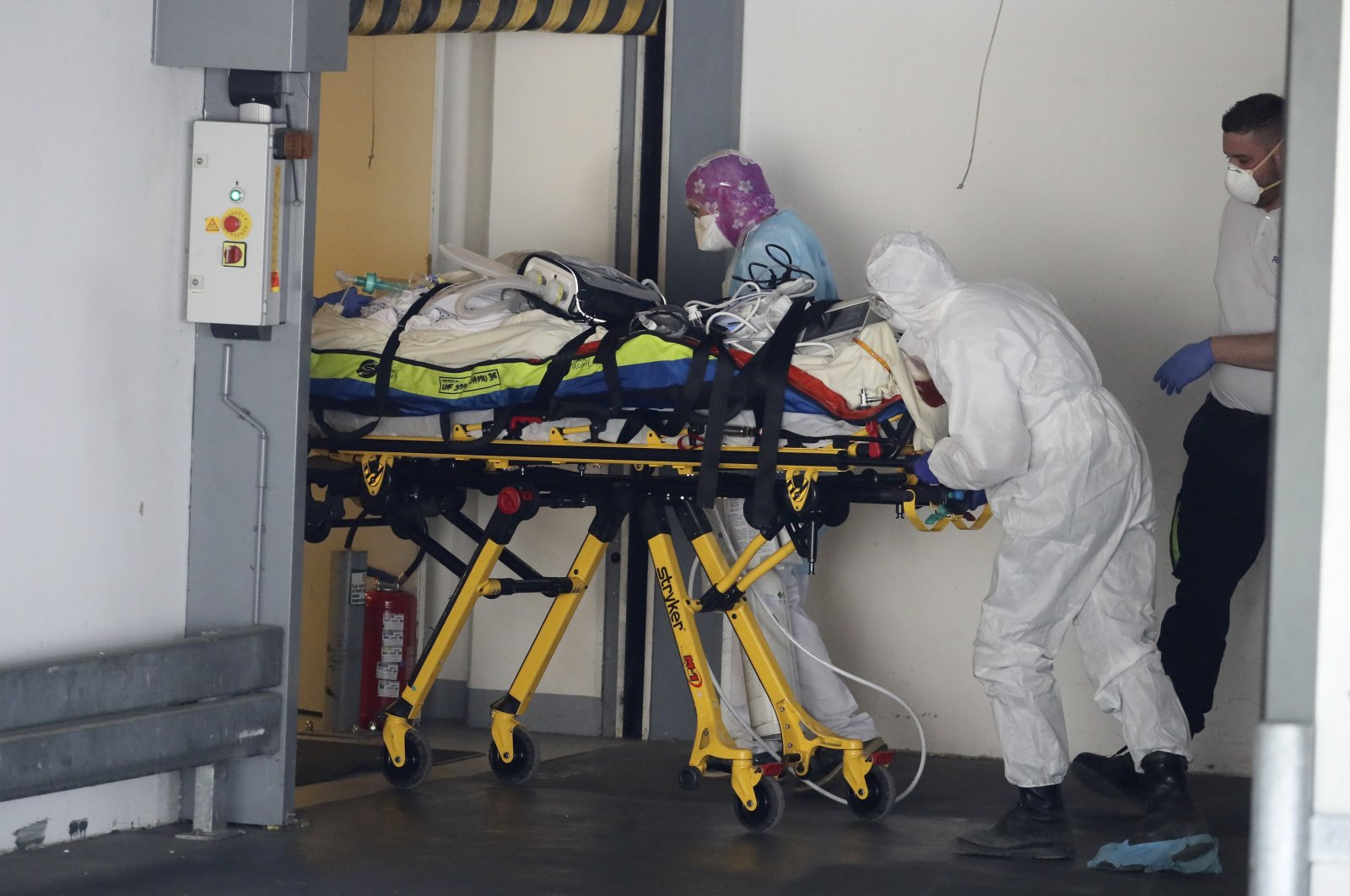 A patient infected with the Covid-19 virus is admitted in an hospital Wednesday April 1, 2020 in Rennes, western France. (AP Photo)