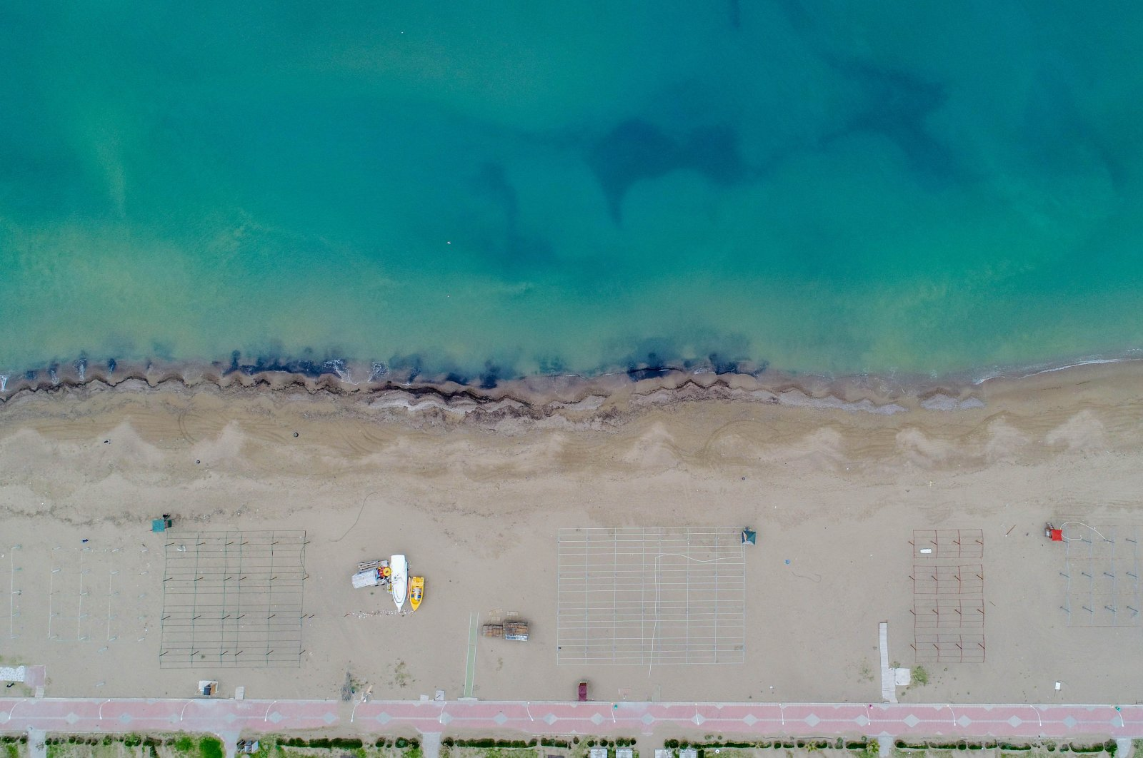 Beaches in Turkey's popular tourist destination Antalya are nearly deserted due to COVID-19, Tuesday, March 31, 2020. (DHA Photo)