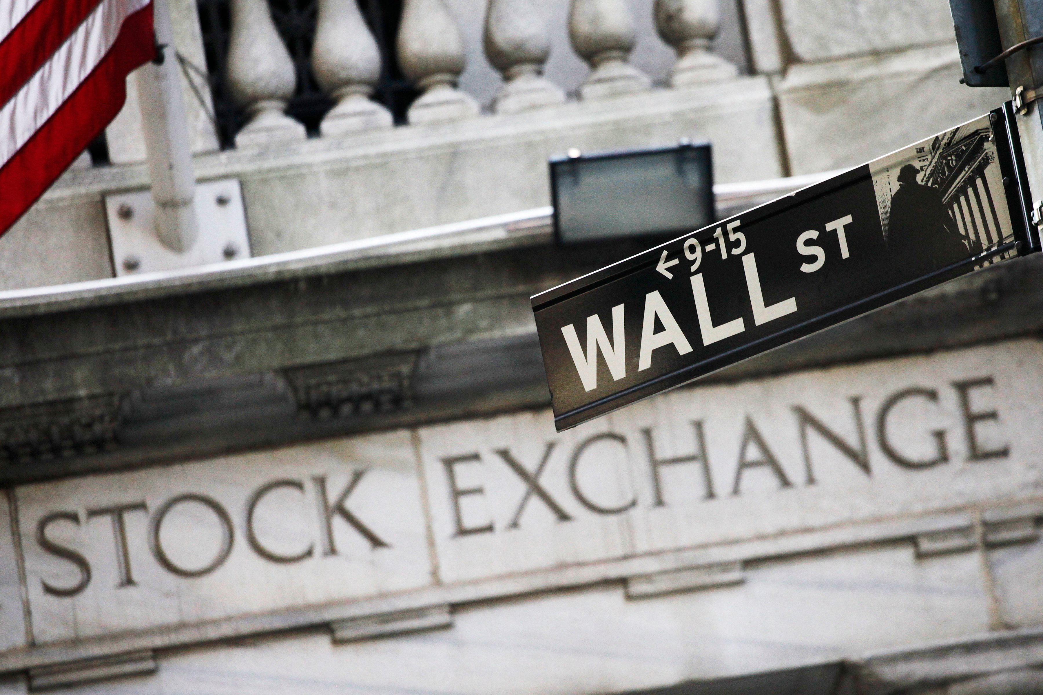 US stocks end lower after dreary March jobs data, Dow Jones -1.7% thumbnail