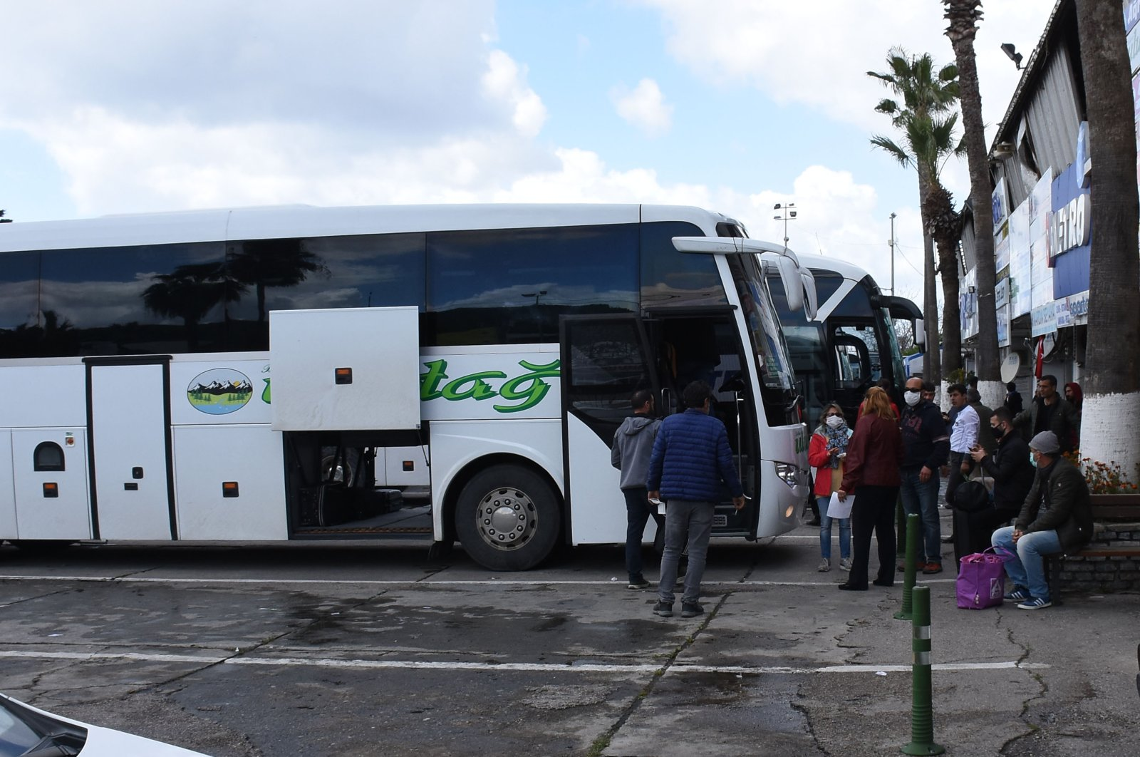 Turkey halted intercity buses, trains and limited domestic flights last week in a bid to curb the spread of the coronavirus. (AA Photo)